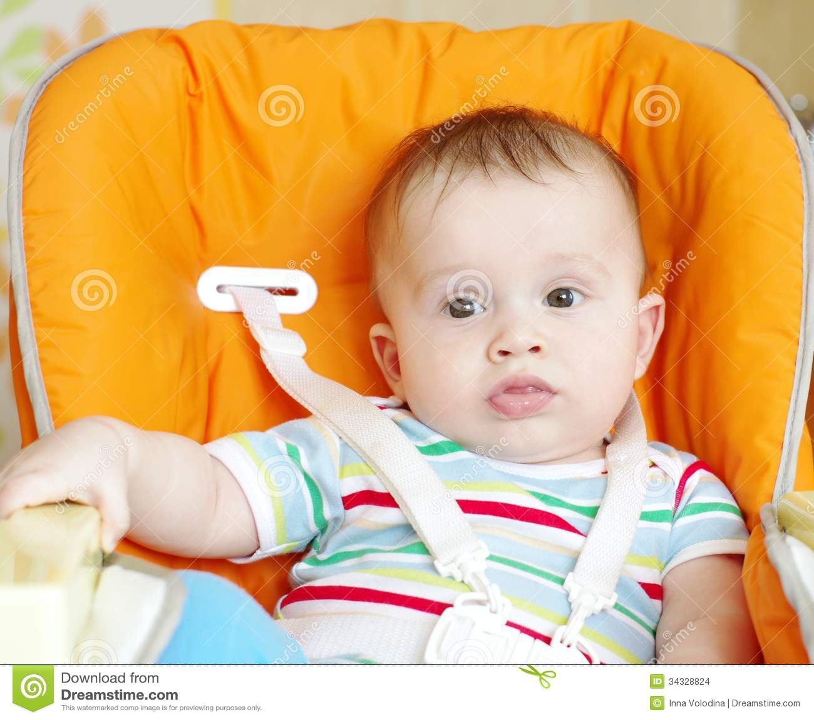 la edad del beb de 6 meses se sienta en silla de los
