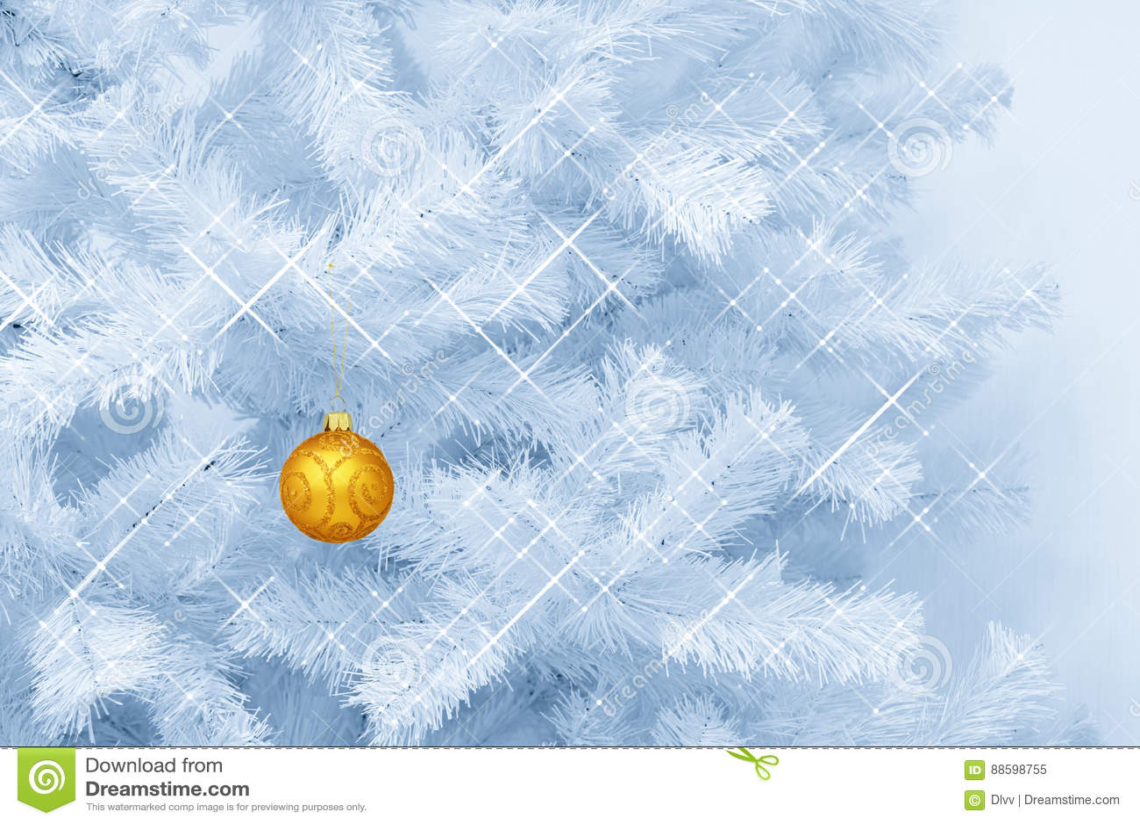 La ejecución de cristal de oro de la decoración de la chuchería de la Navidad del ornamento del brillo en un azul teñió el árbol