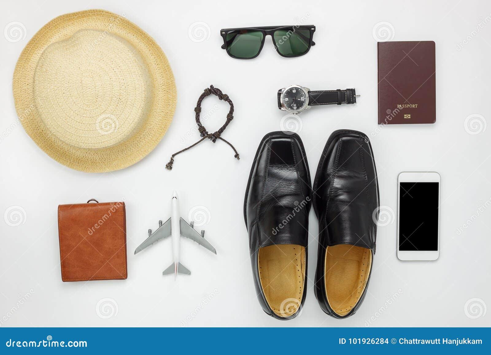 La endecha plana de accesorios viaja y forma a hombres el fondo del concepto