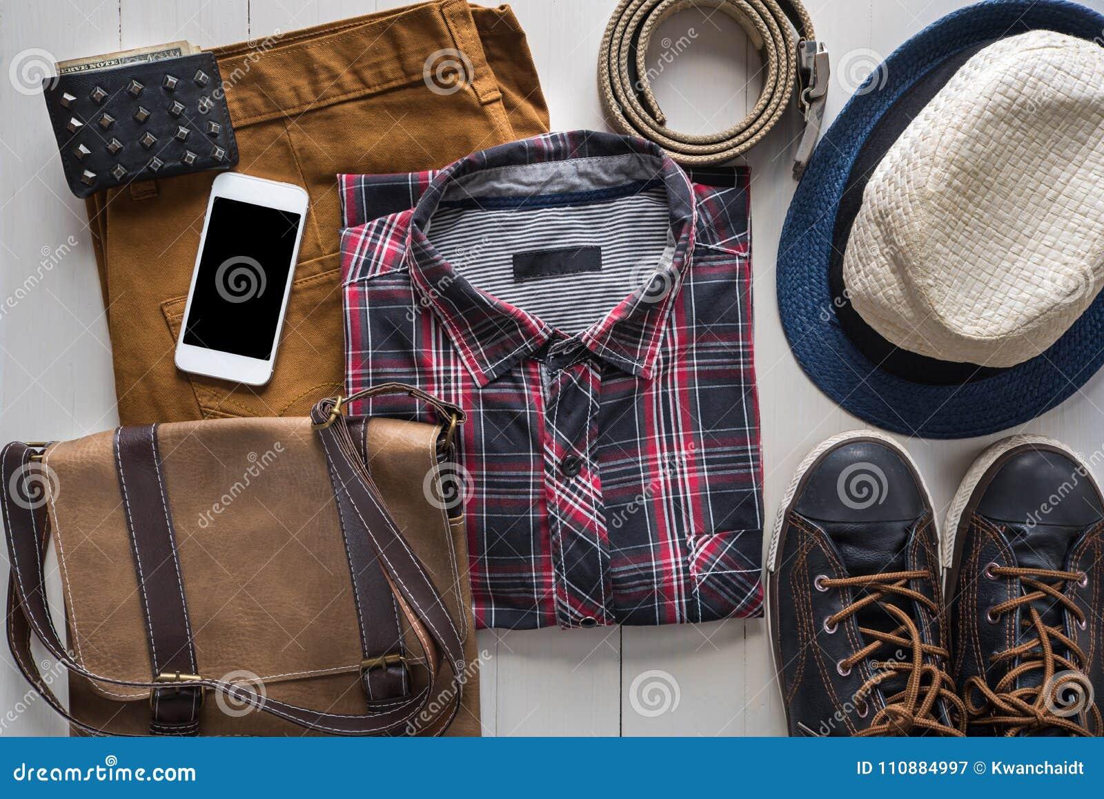 La endecha plana de la moda casual del ` s de los hombres fijó con los accesorios de cuero o