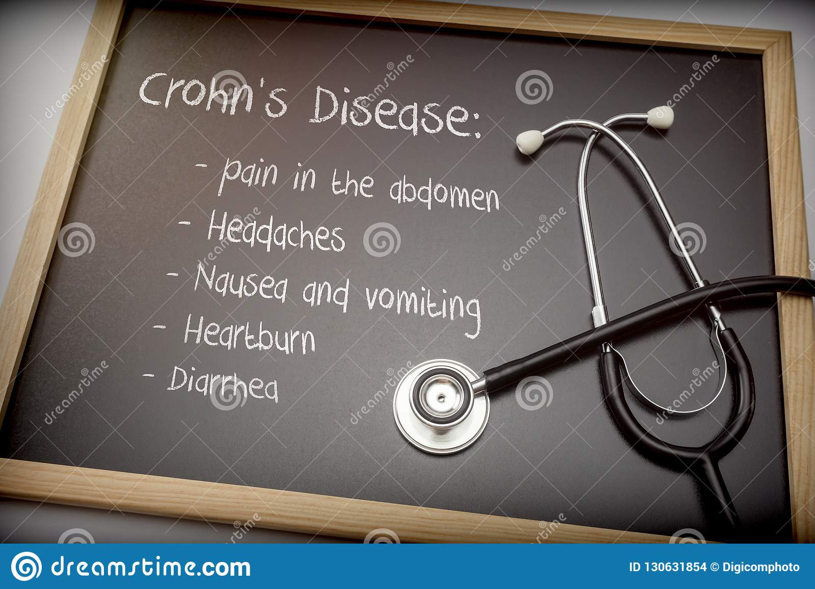 La enfermedad de Crohn puede tener diarrea, dolores de cabeza, ardor de estómago, náusea y vomitar de estos síntomas, dolor en el