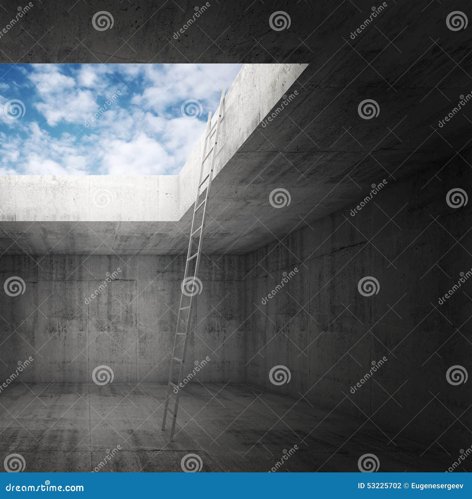 La escalera del metal va al cielo hacia fuera del interior oscuro