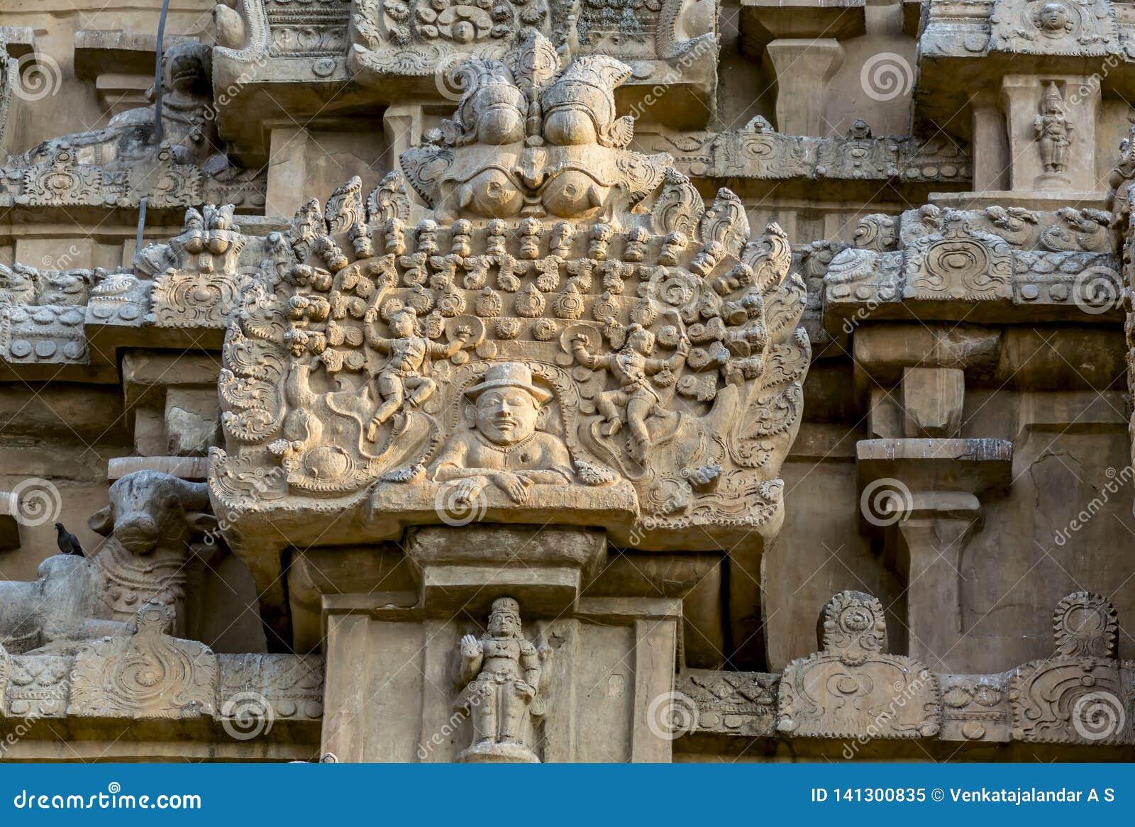 La escultura del extranjero en el templo grande de Thanjavur