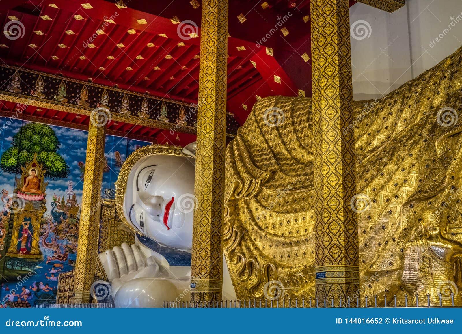 La estatua m?s grande de Buda de Tailandia ?Wat Den Salee Sri Muang Gan nombrado templo Wat Ban Den ?