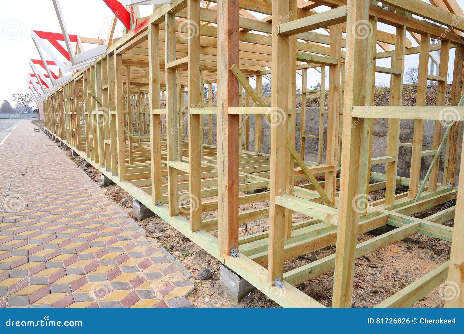 La estructura de madera del edificio construcci n de la - Casas estructura de madera ...