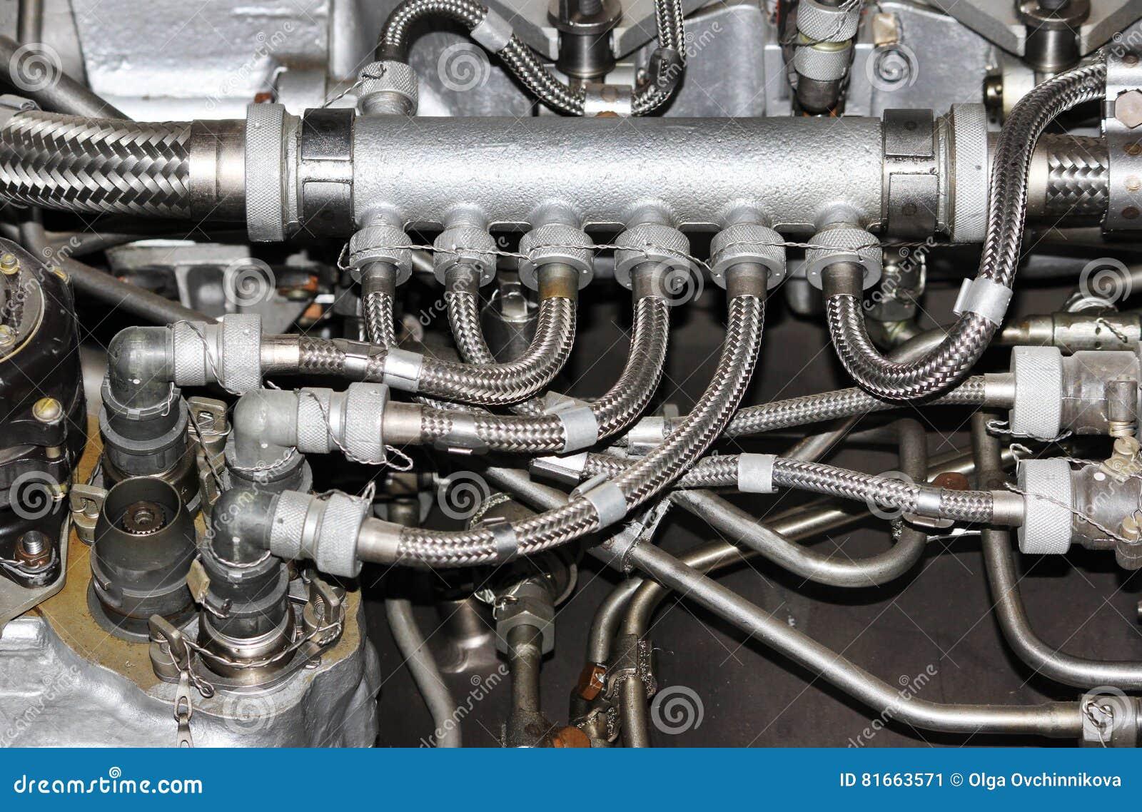 La Estructura Interna Del Motor De Avión Con Los Tubos