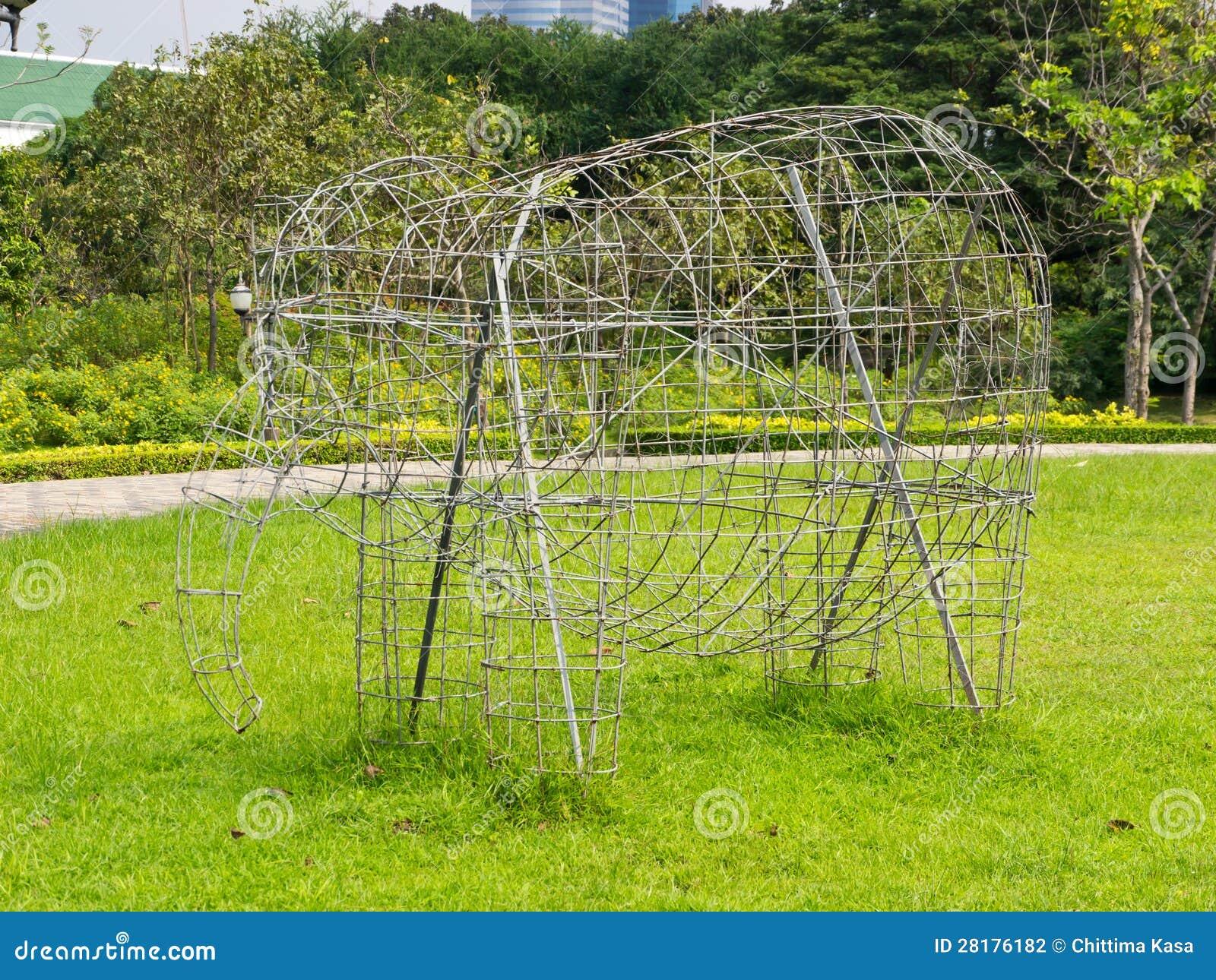 La estructura para crece la planta fotograf a de archivo for Estructuras para viveros plantas