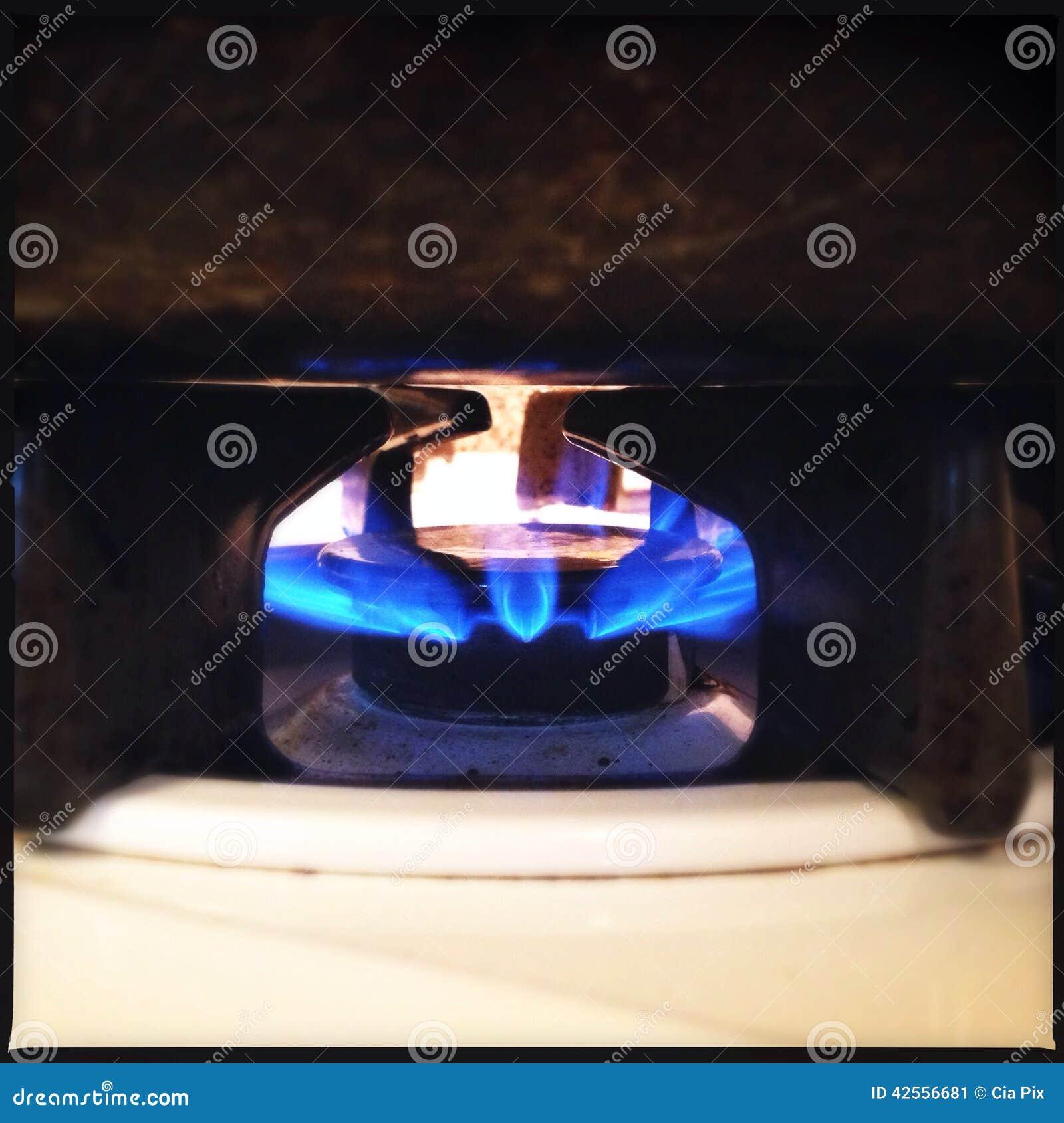 La estufa de gas flamea el primer