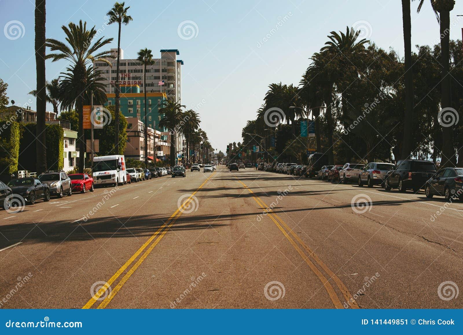 LA, ETATS-UNIS - 30 OCTOBRE 2018 : Milieu d une route en Santa Monica