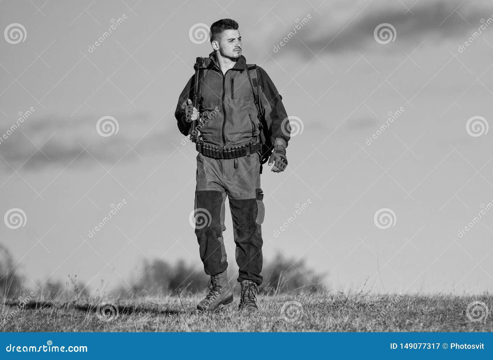 La experiencia y la pr?ctica presta la caza del ?xito Afici?n de la caza Ambiente de la naturaleza de la caza del individuo Activ