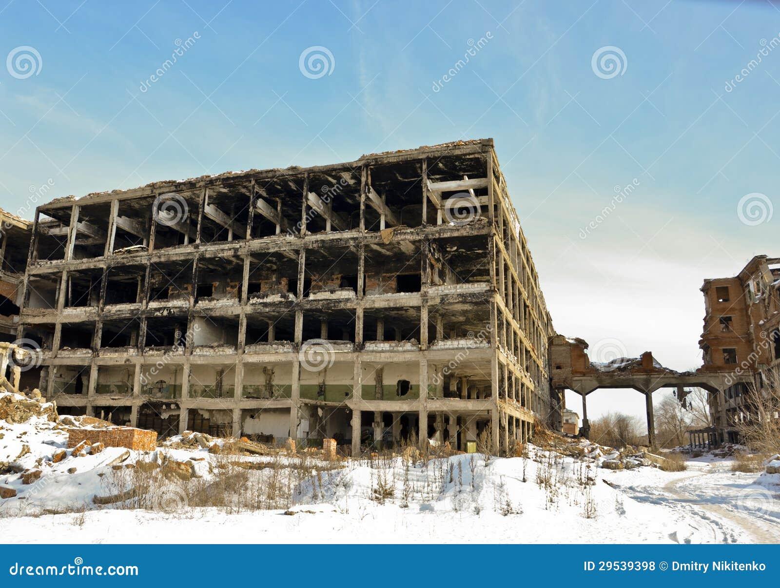 La fabbrica distrutta 6