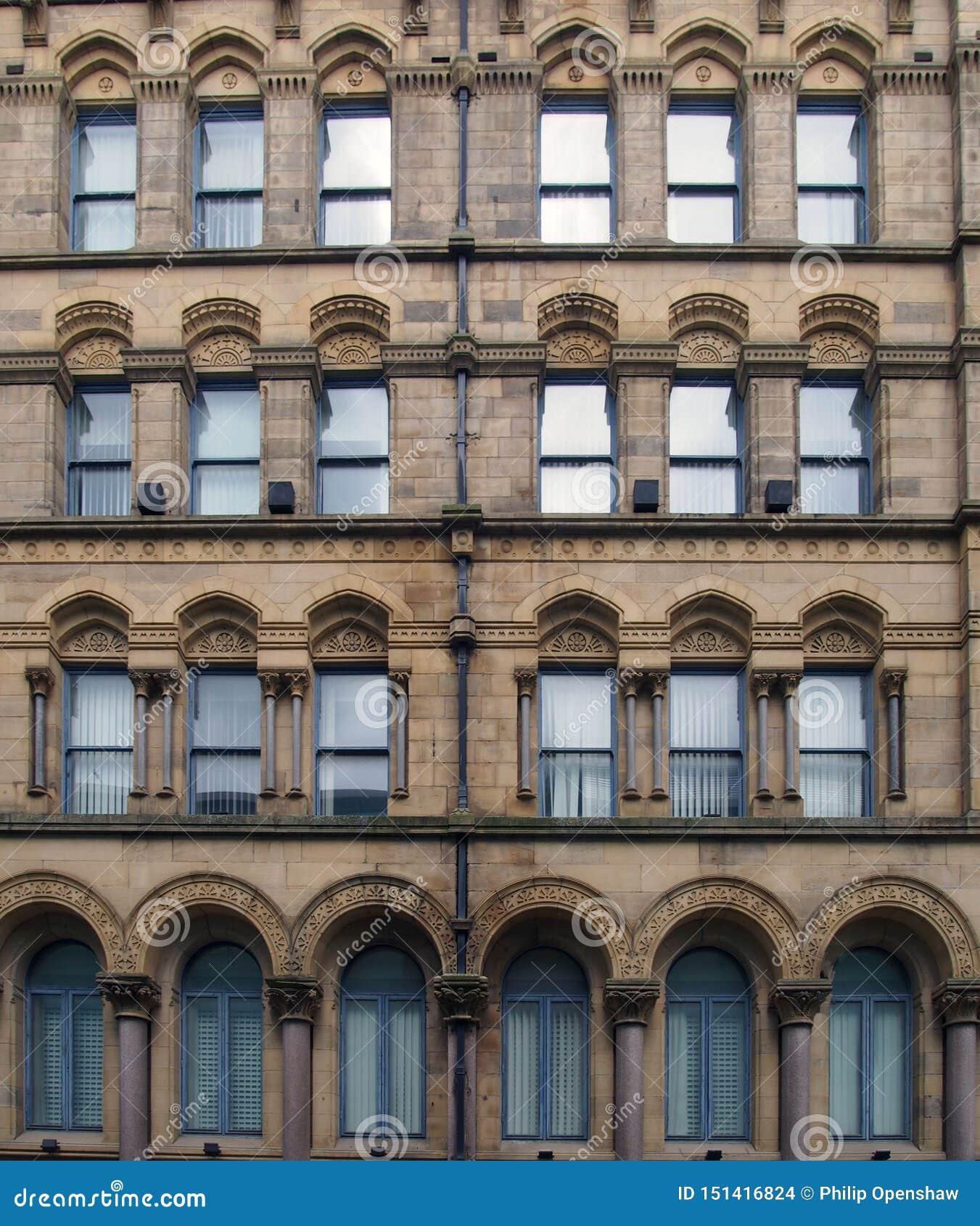 La fachada del almacén milligan y de forbes anterior en Bradford West Yorkshire un edificio grande del estilo del palazzo