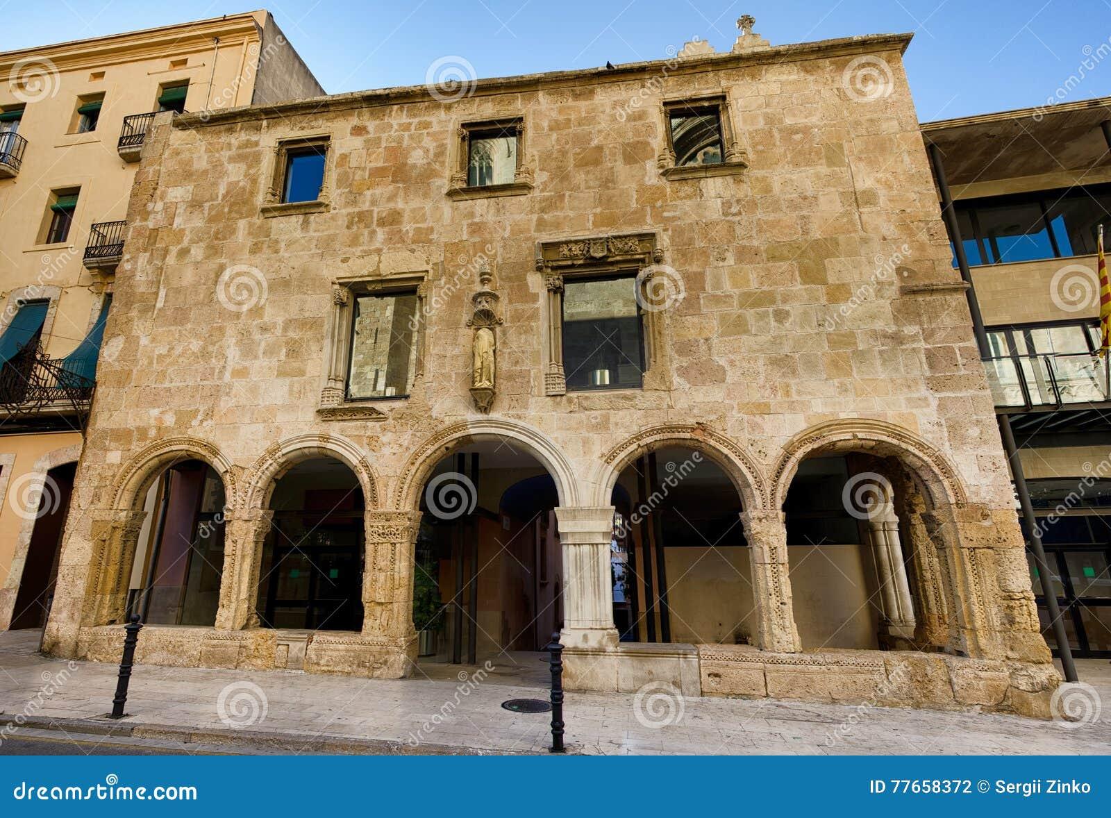 La Fachada Del Edificio Romano Preservado Labra Nuestro Tiempo En