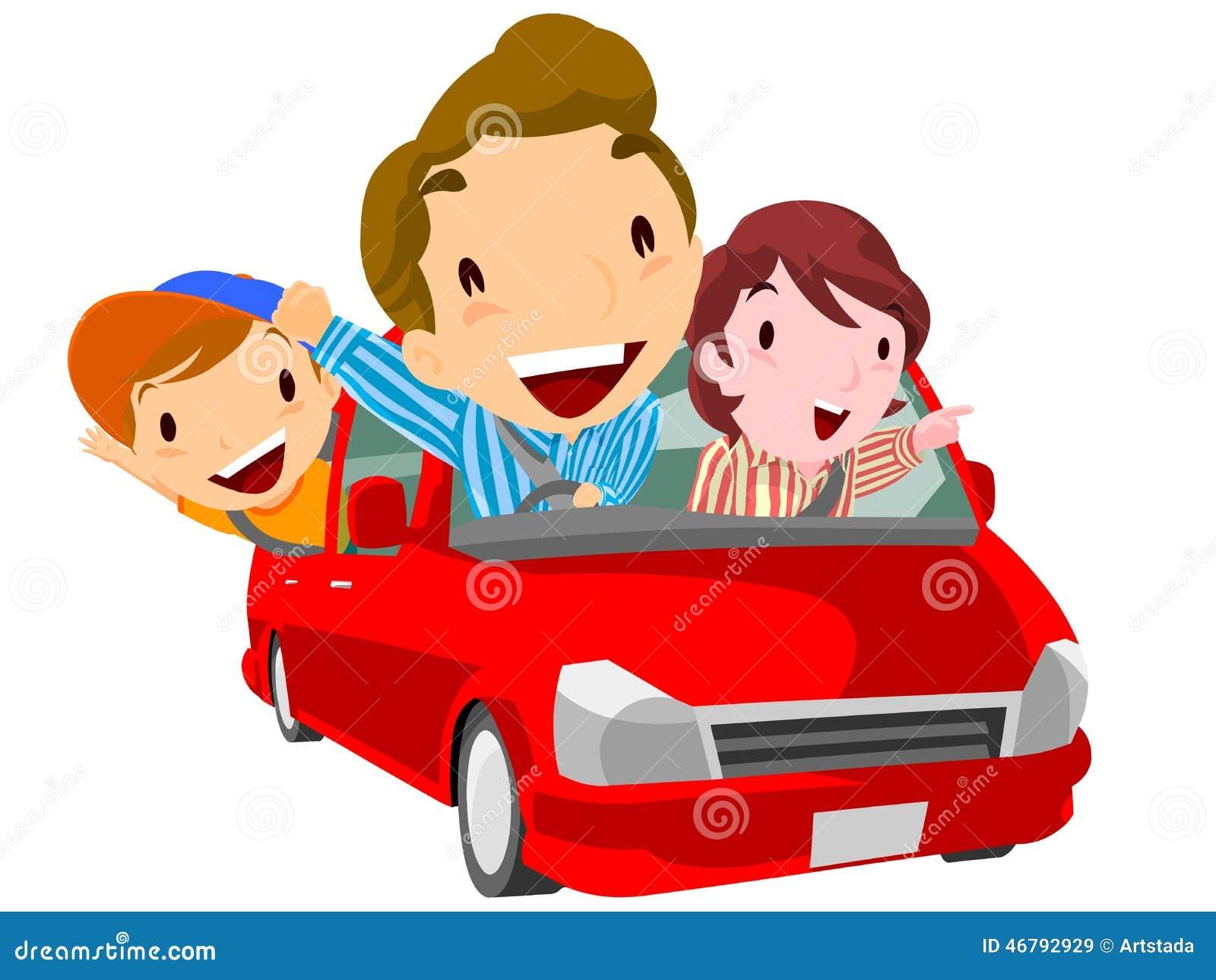 La familia va al ocio por el coche