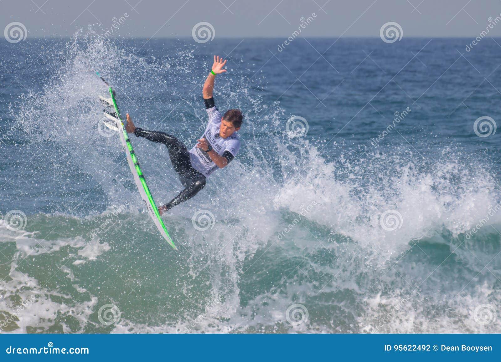 La favorable competencia que practica surf de Ballito