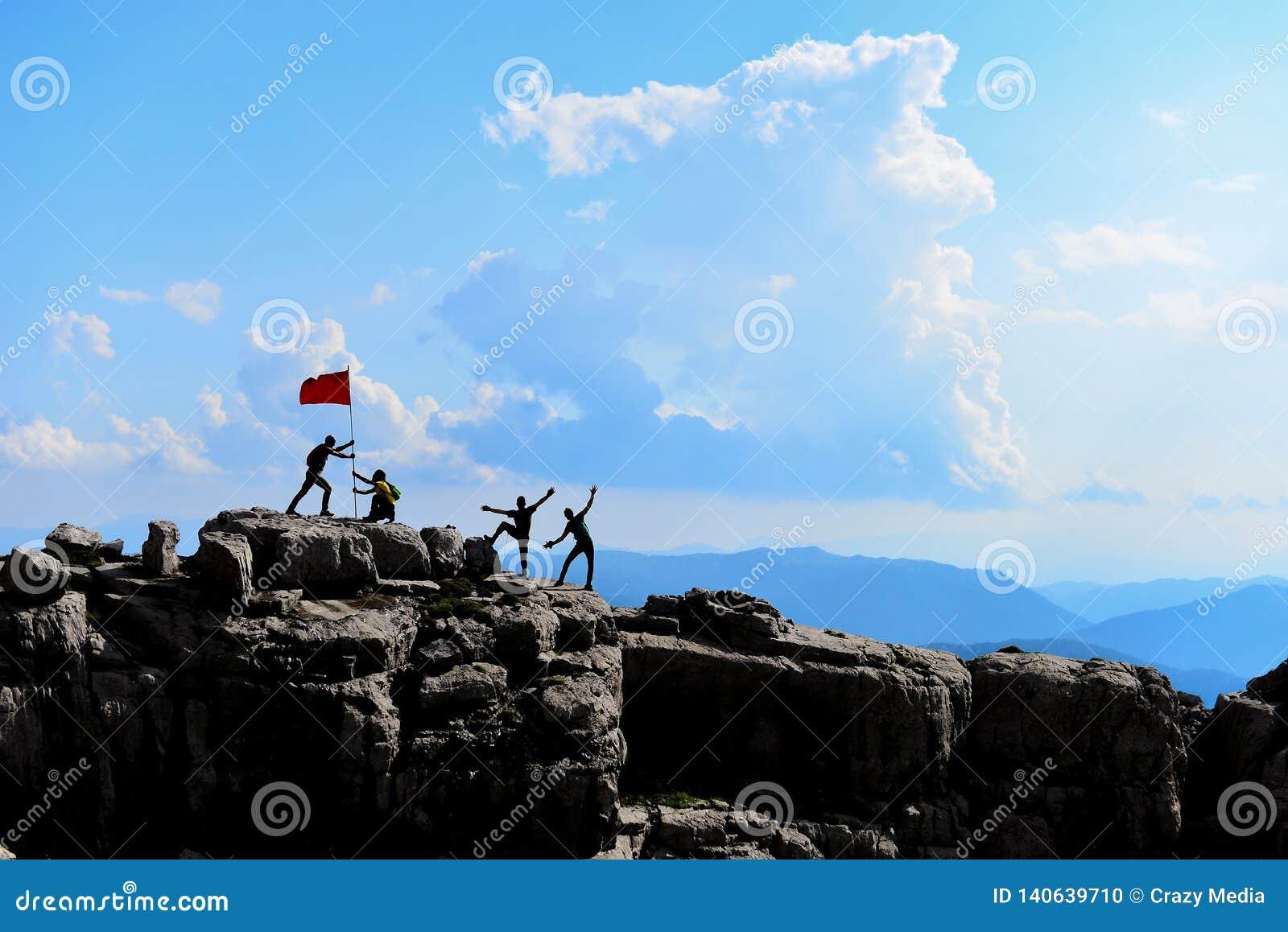La felicidad máxima de escaladores profesionales sazonados