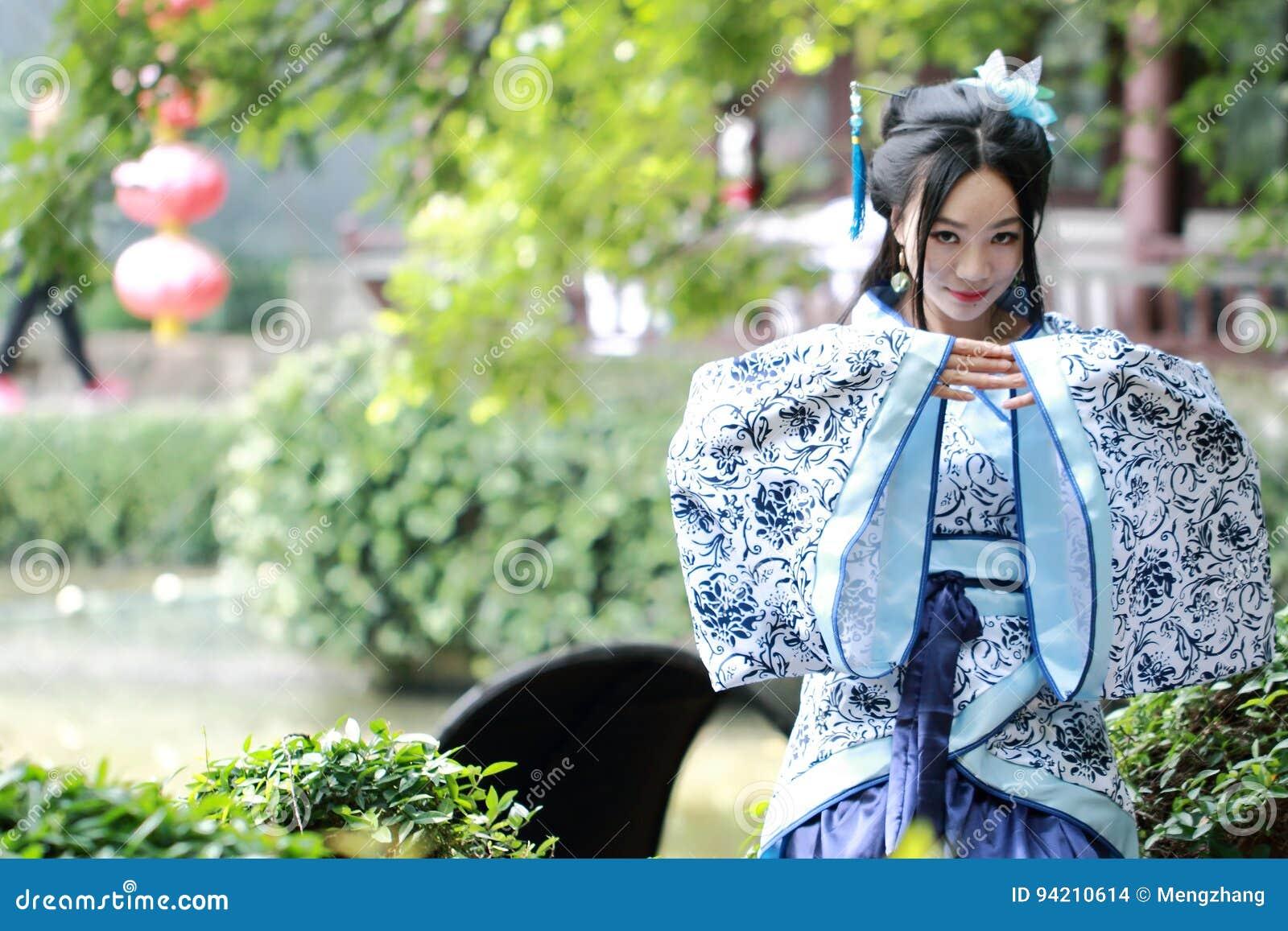 Robe Bleue Femme Chinoise Dans Et La Asiatique Blanche D29EHWI