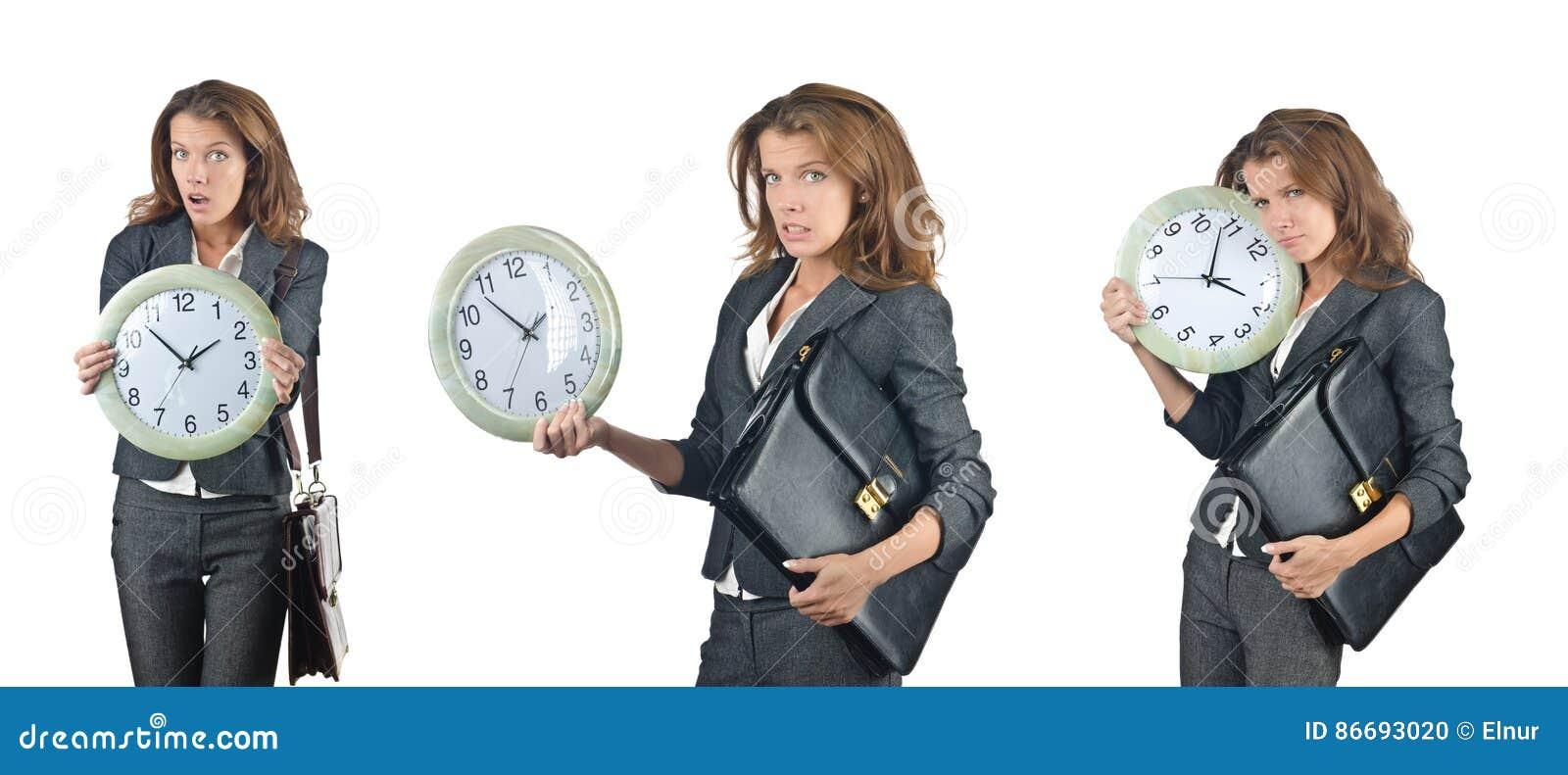 La femme d affaires avec l horloge d isolement sur le blanc