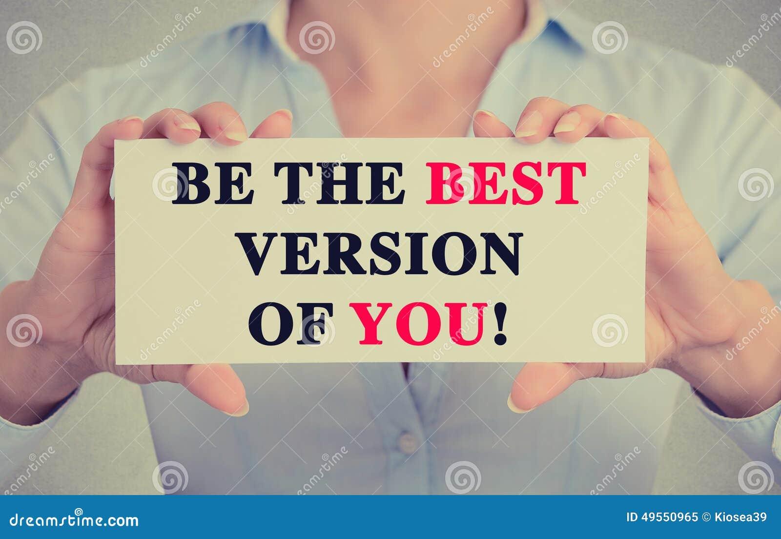 La femme d affaires remet le signe de carte avec soit la meilleure version de vous message