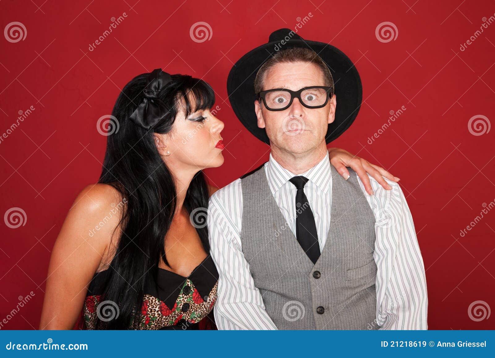 la femme embrasse l 39 homme timide images libres de droits image 21218619. Black Bedroom Furniture Sets. Home Design Ideas
