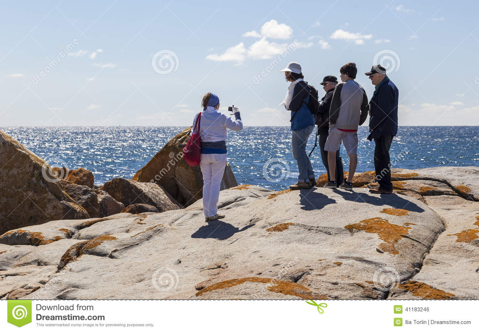 La femme prend la photo d une famille au point de Bingi Bingi NSW l australie