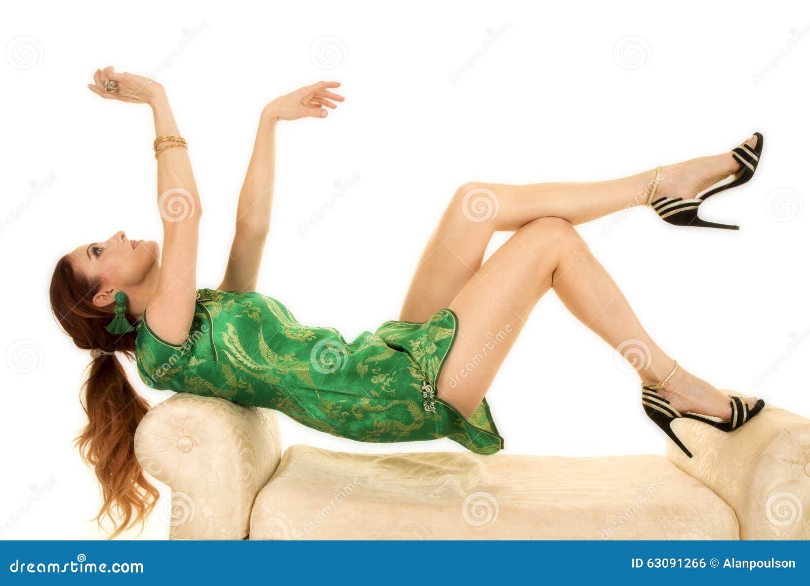 Download La Femme Principale Rouge Dans La Robe Asiatique Se Remettent Recherchent Photo stock - Image du fille, exotique: 63091266