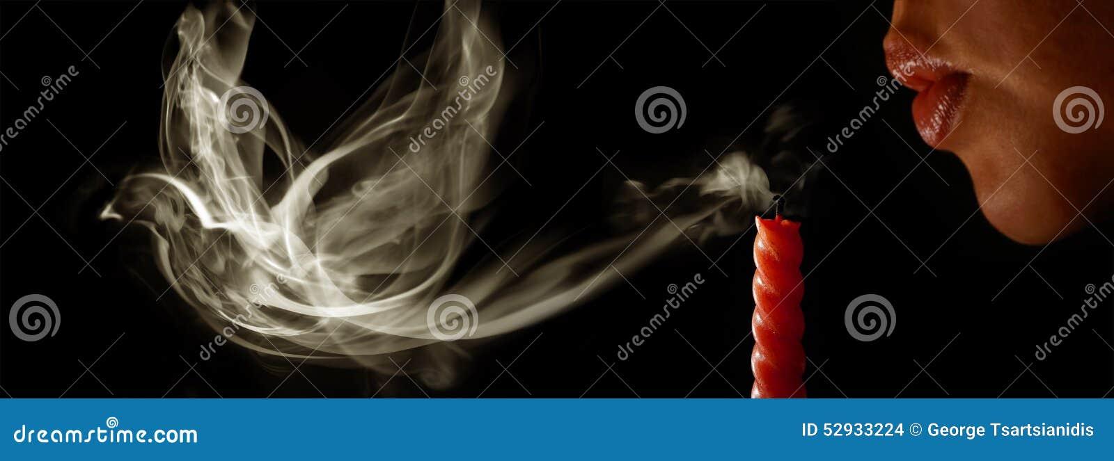 la femme souffle une bougie photo stock image 52933224