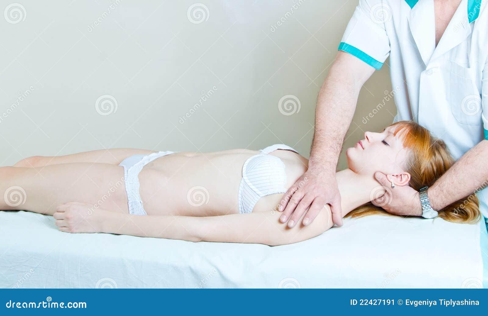 La fille au chiroprakteur