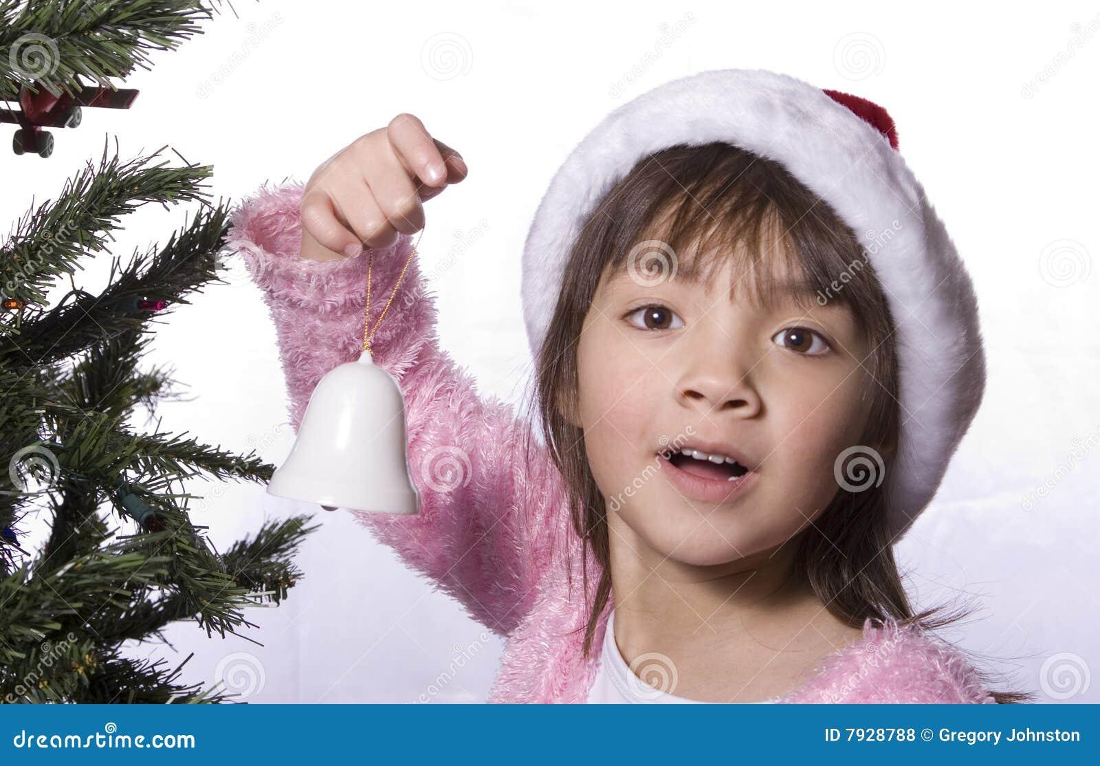 La fille de cloche retient l arbre