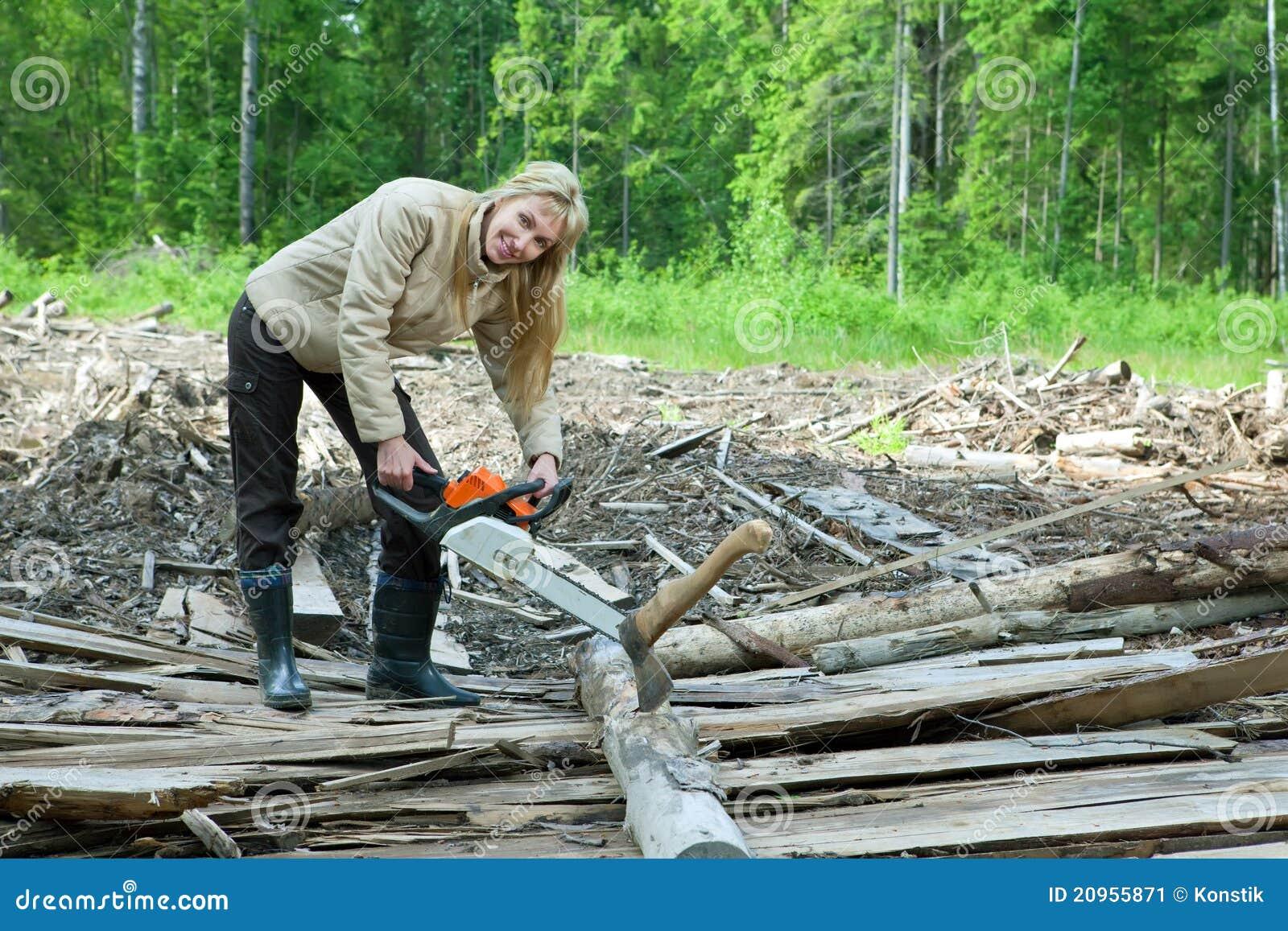 La Fille En Bois Travaille Comme Scie Image stock  Image 20955871 ~ Qui Travaille Le Bois