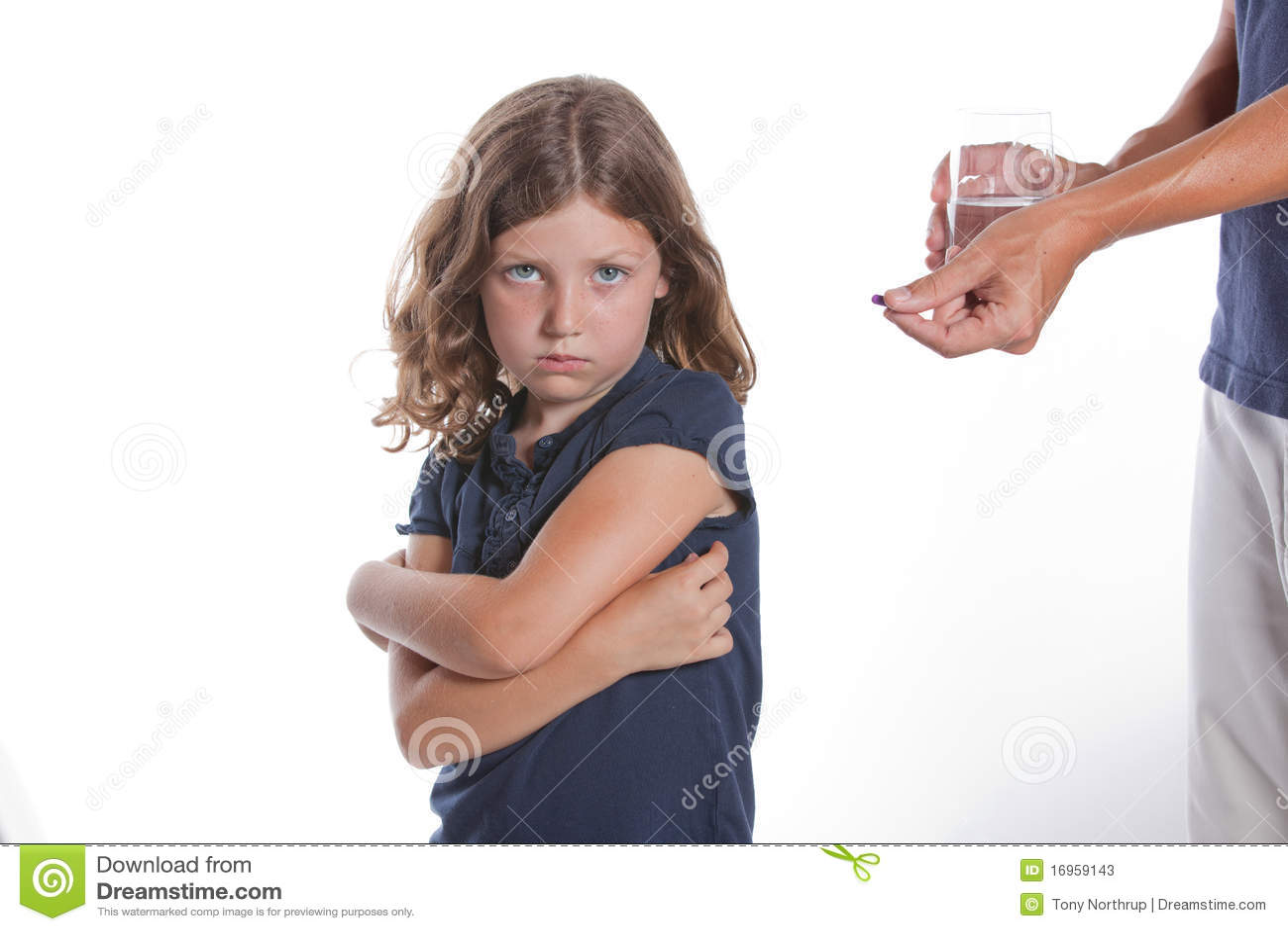 La fille refuse la médecine