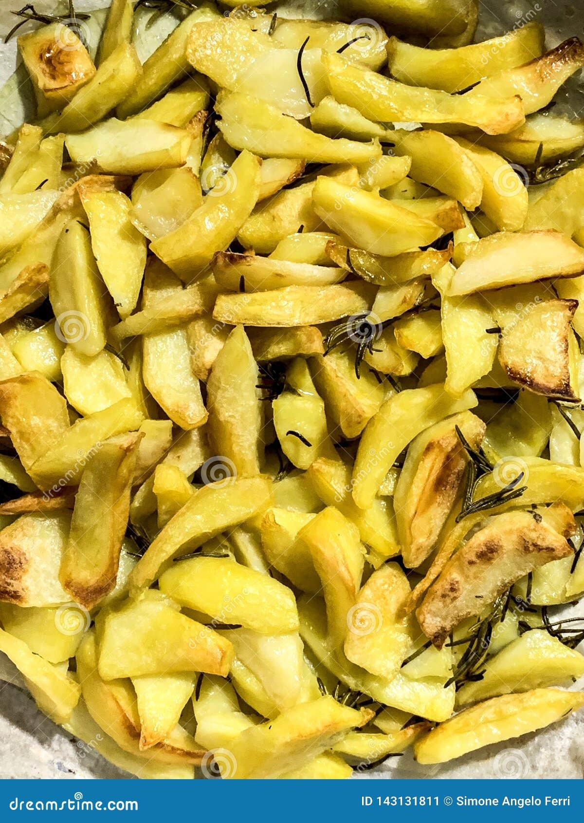 La fin vers le haut des fritures cuites au four par four se ferment