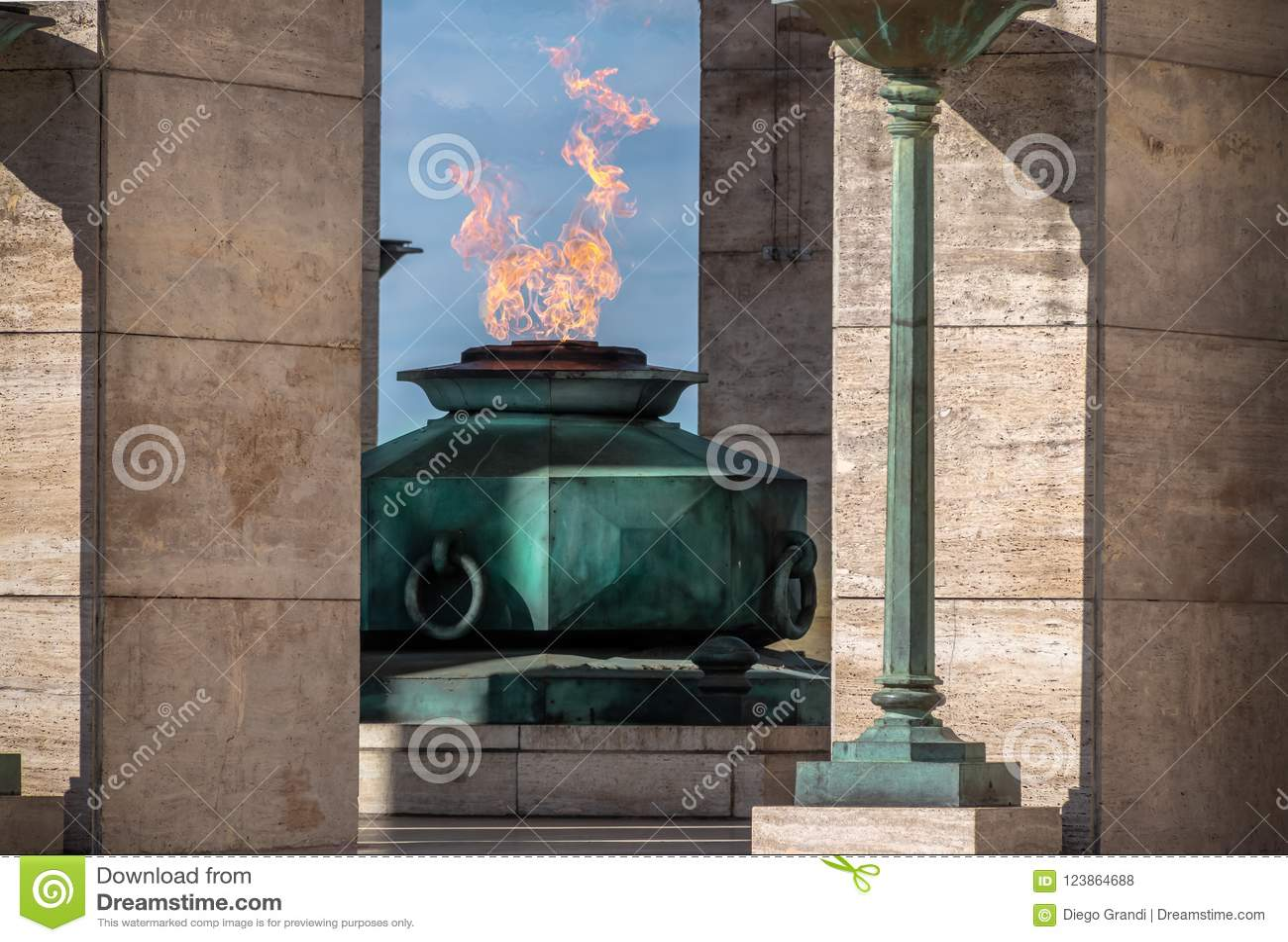 La flamme du drapeau national Monumento commémoratif Nacional une La Bandera - Rosario, Santa Fe, Argentine
