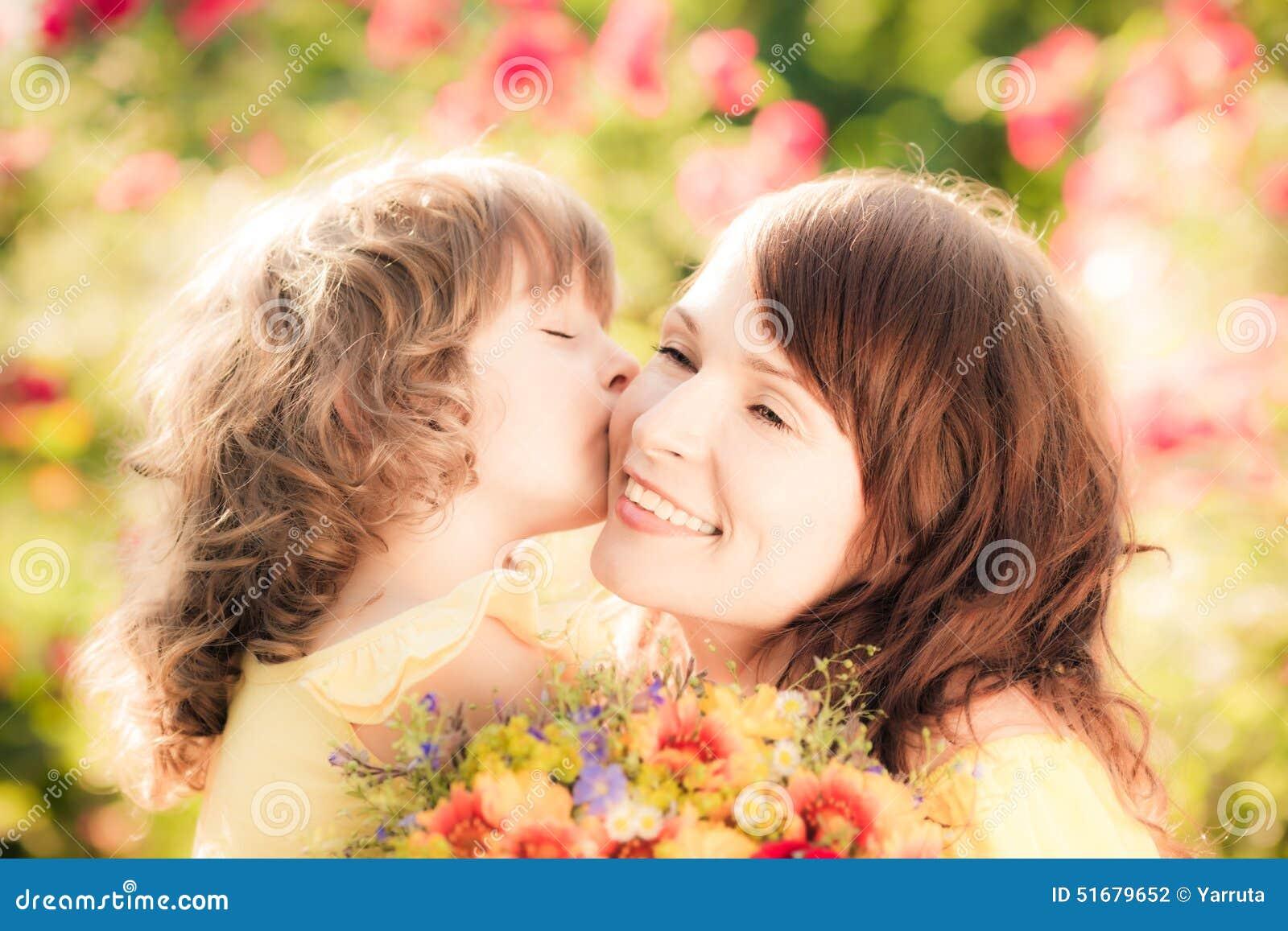 La fleur de jour donne à des mères le fils de momie à