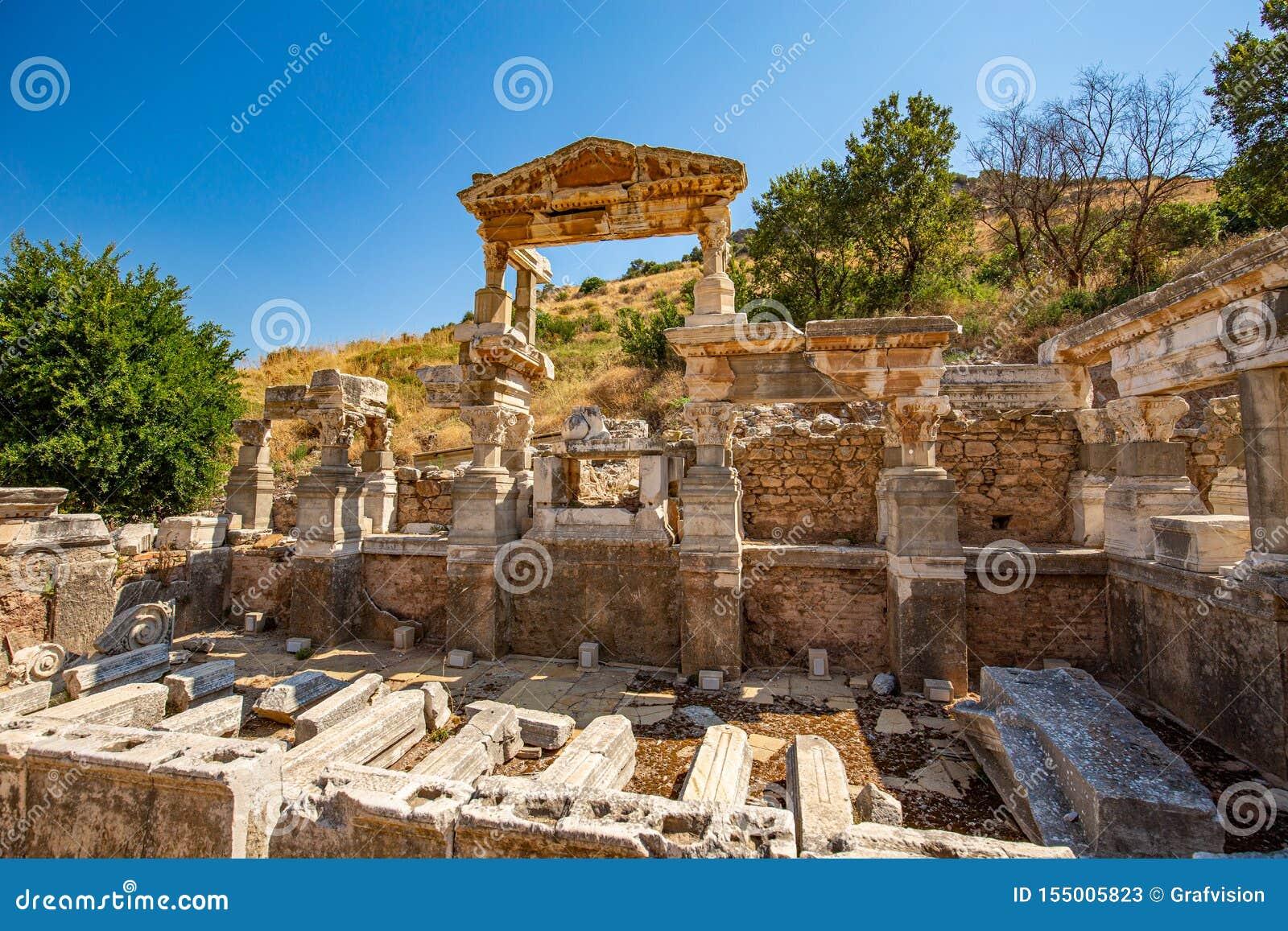 La fontaine de Trajan d Ephesus