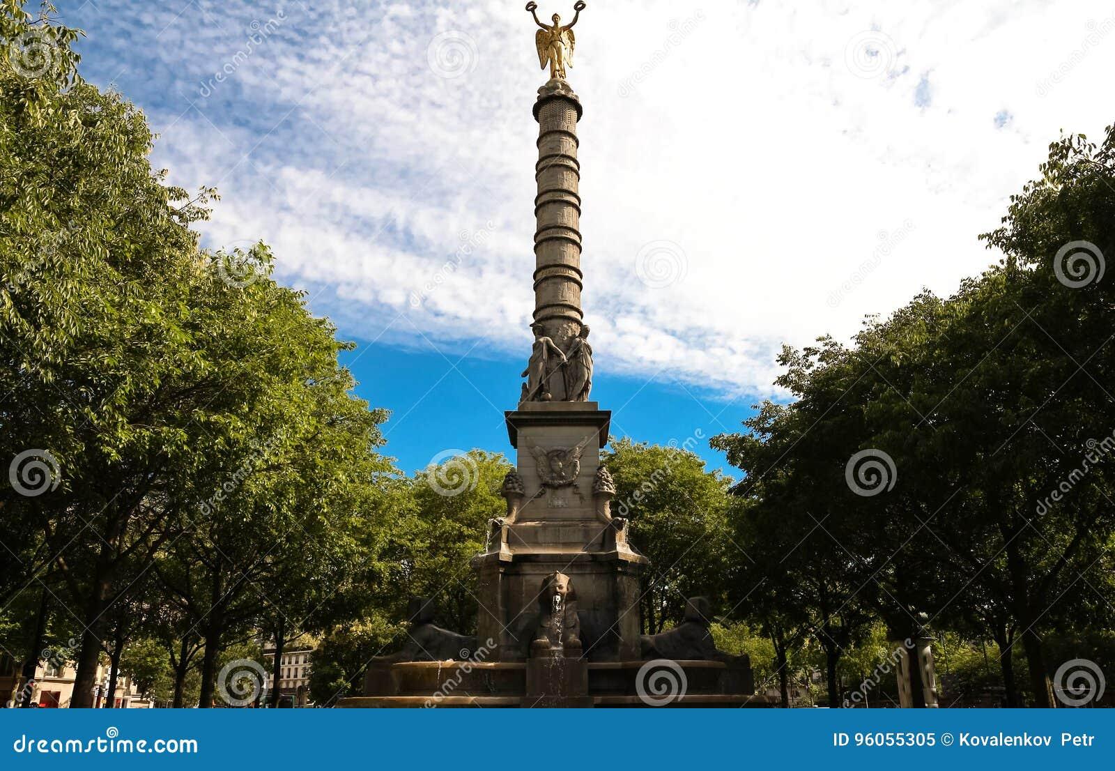 La fontaine du Palmier 1750 - 1832 chez Place du Chatelet, Paris