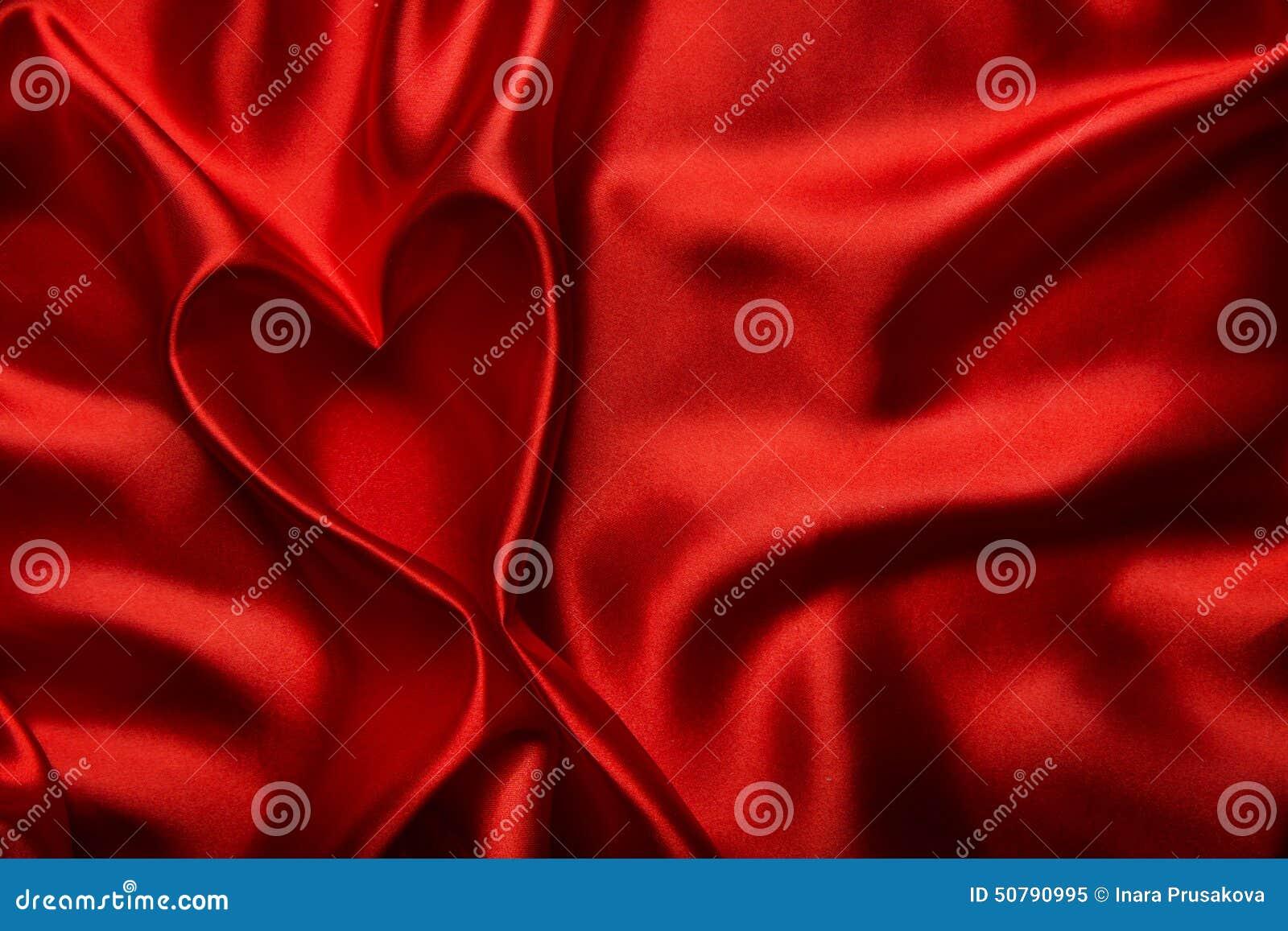 La forme de coeur, fond en soie rouge de tissu, tissu se plie en tant que résumé