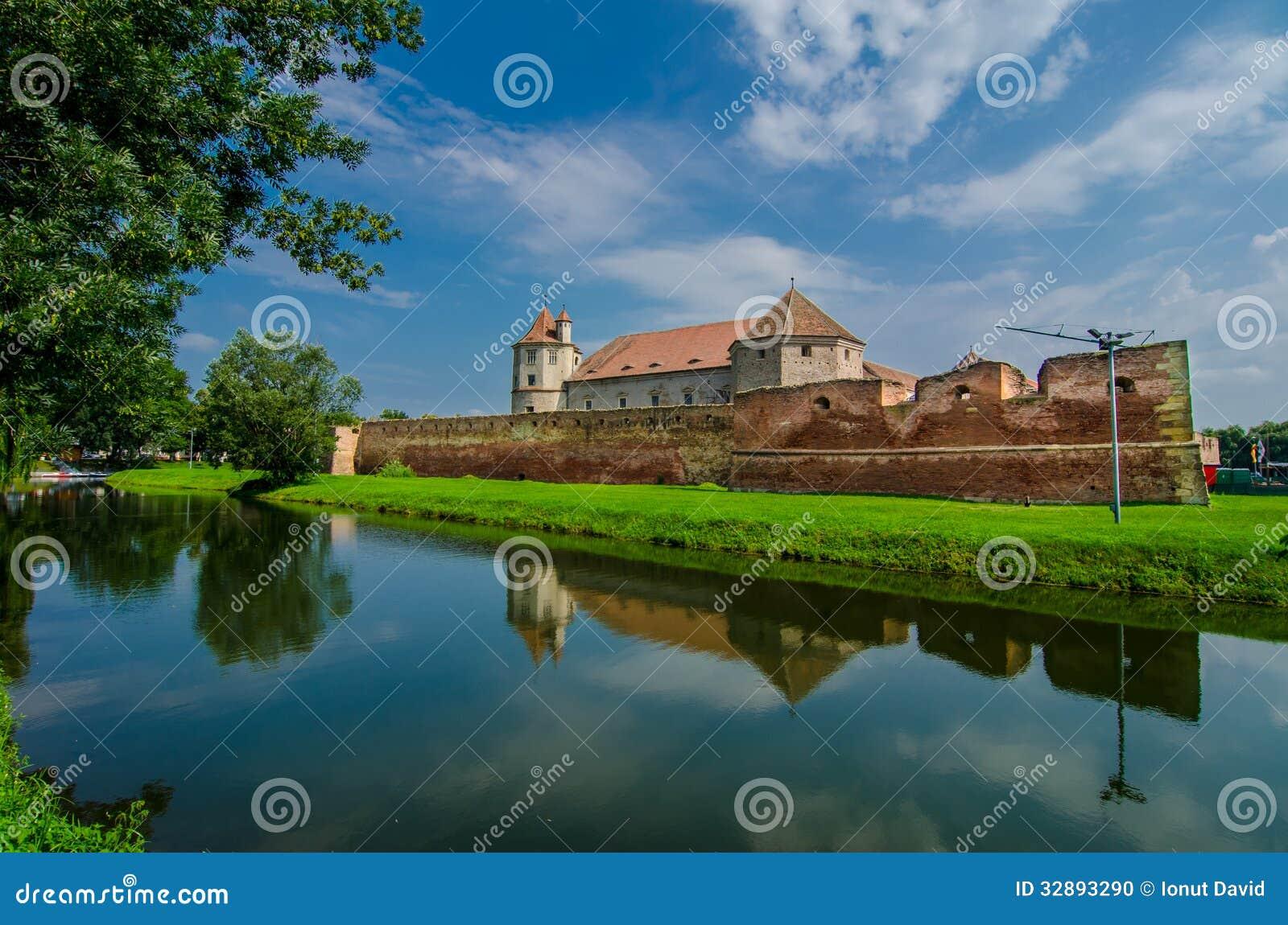La fortaleza de Fagaras en el condado de Brasov, Rumania.
