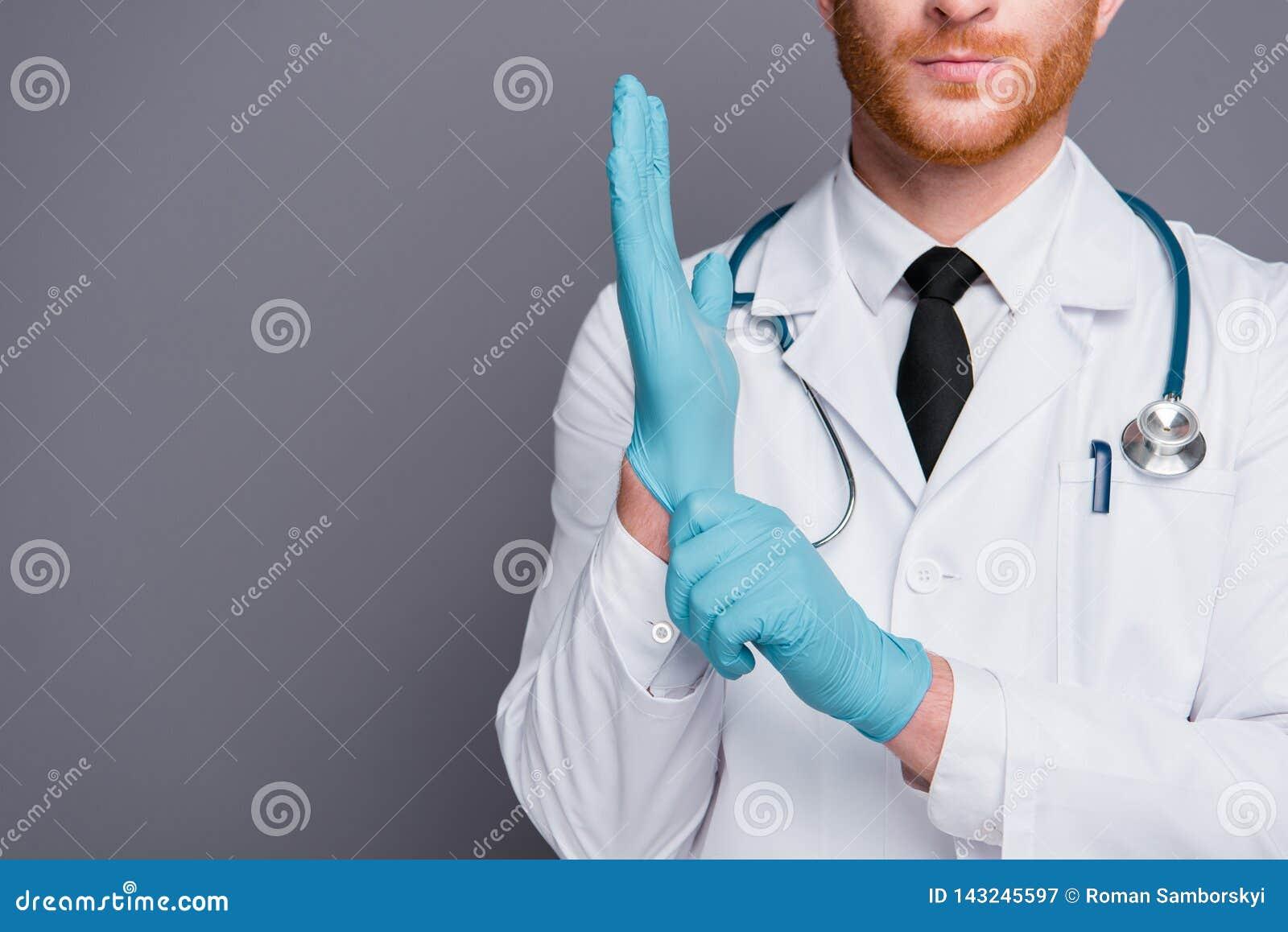 La foto cosechada del doc. pone el guante azul a mano aislado en GR oscuro