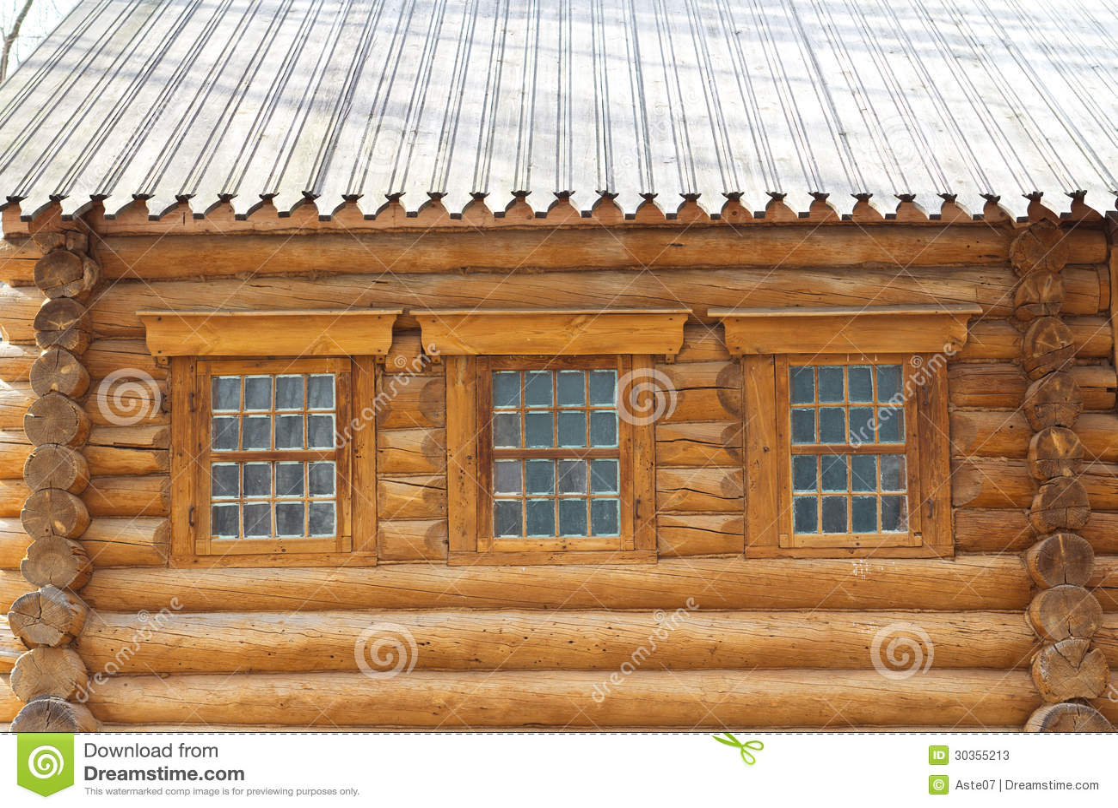 La foto mostra la parete di una casa di legno con le for Una casa di storie progetta le immagini
