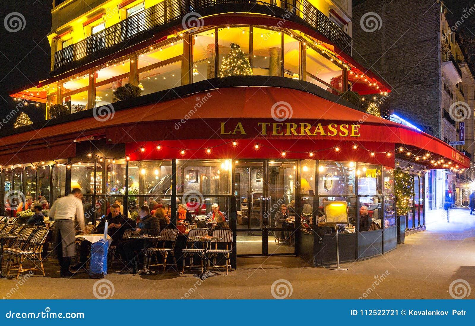 La La Francaise Typique Terrasse De Cafe La Nuit Paris France