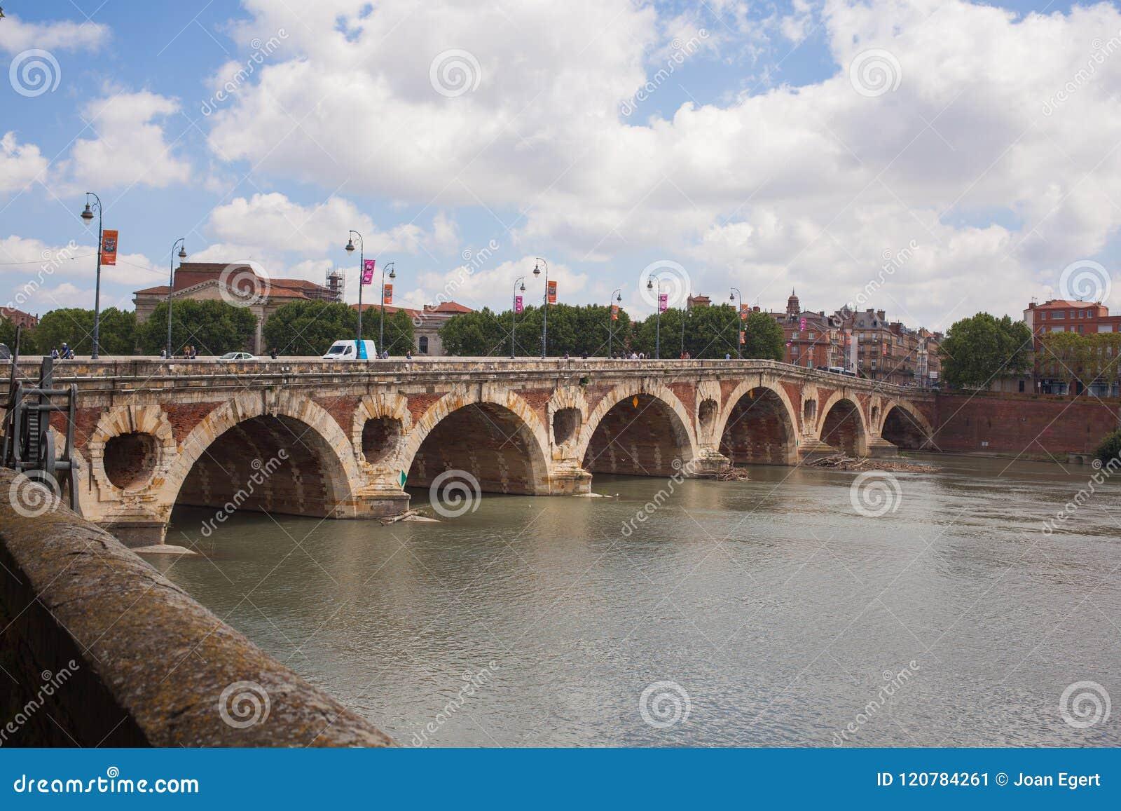 La Garona del río de Toulouse del puente de Pont Neuf