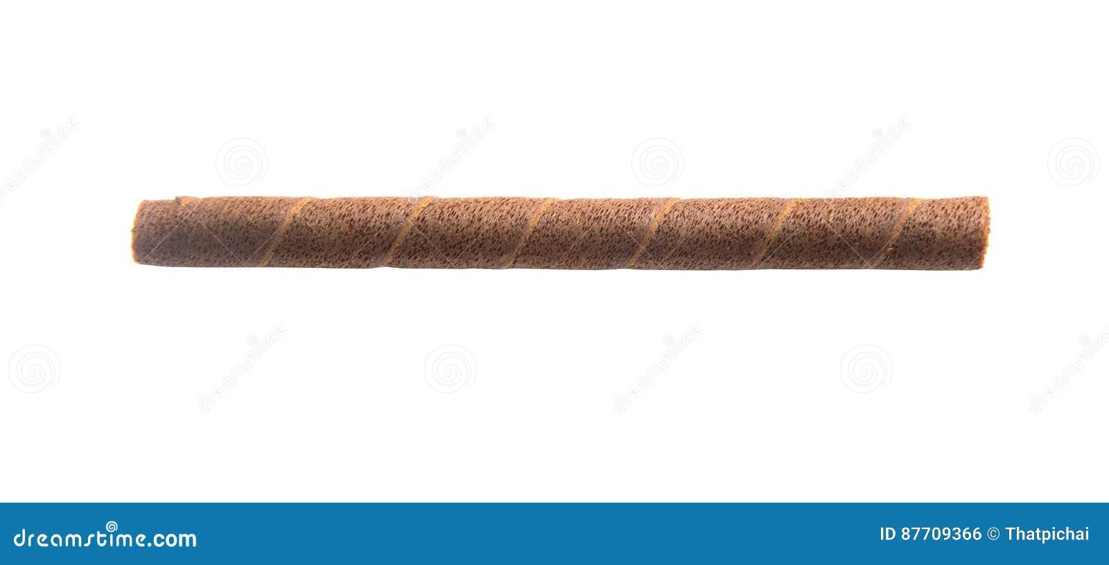 La gaufrette roule avec du chocolat d isolement sur le fond blanc