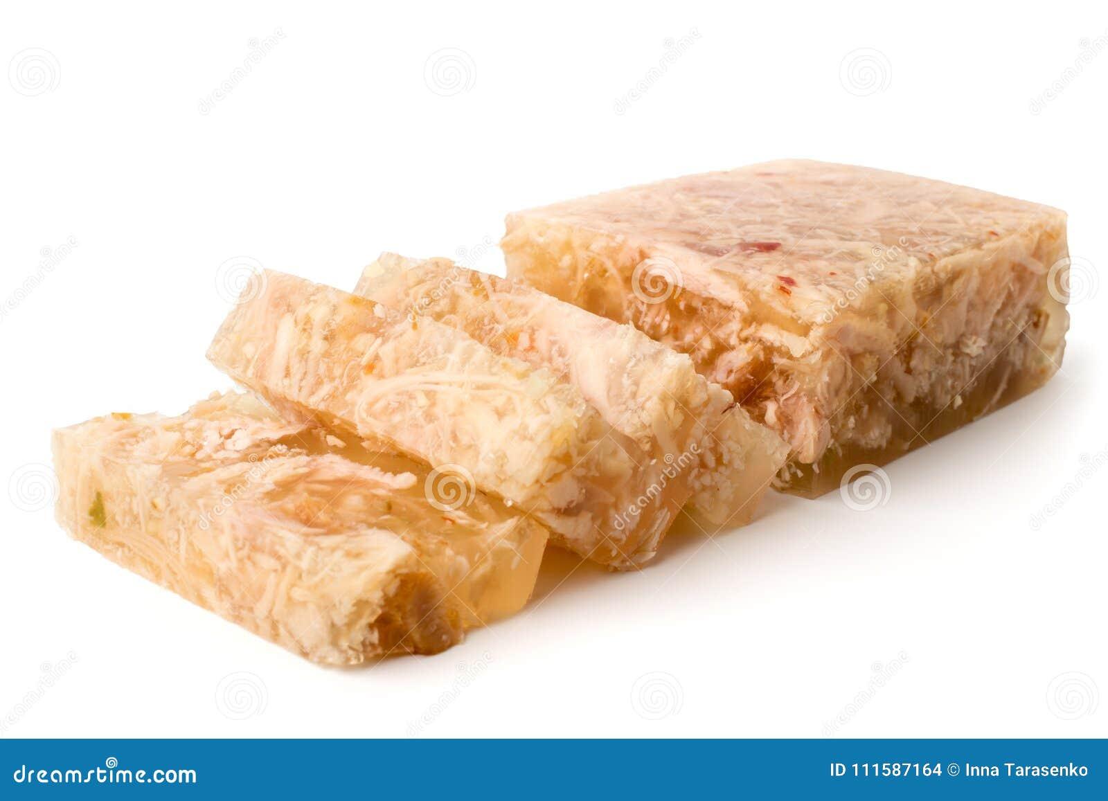 La gelée de viande a coupé dans les tranches sur un blanc, plan rapproché