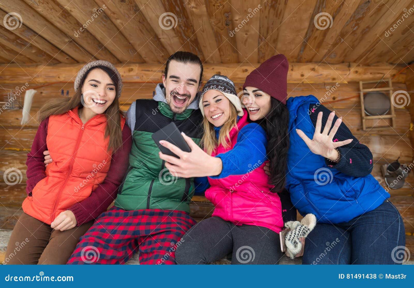 La Gente Agrupa Tomar A Foto De Selfie El Teléfono Elegante