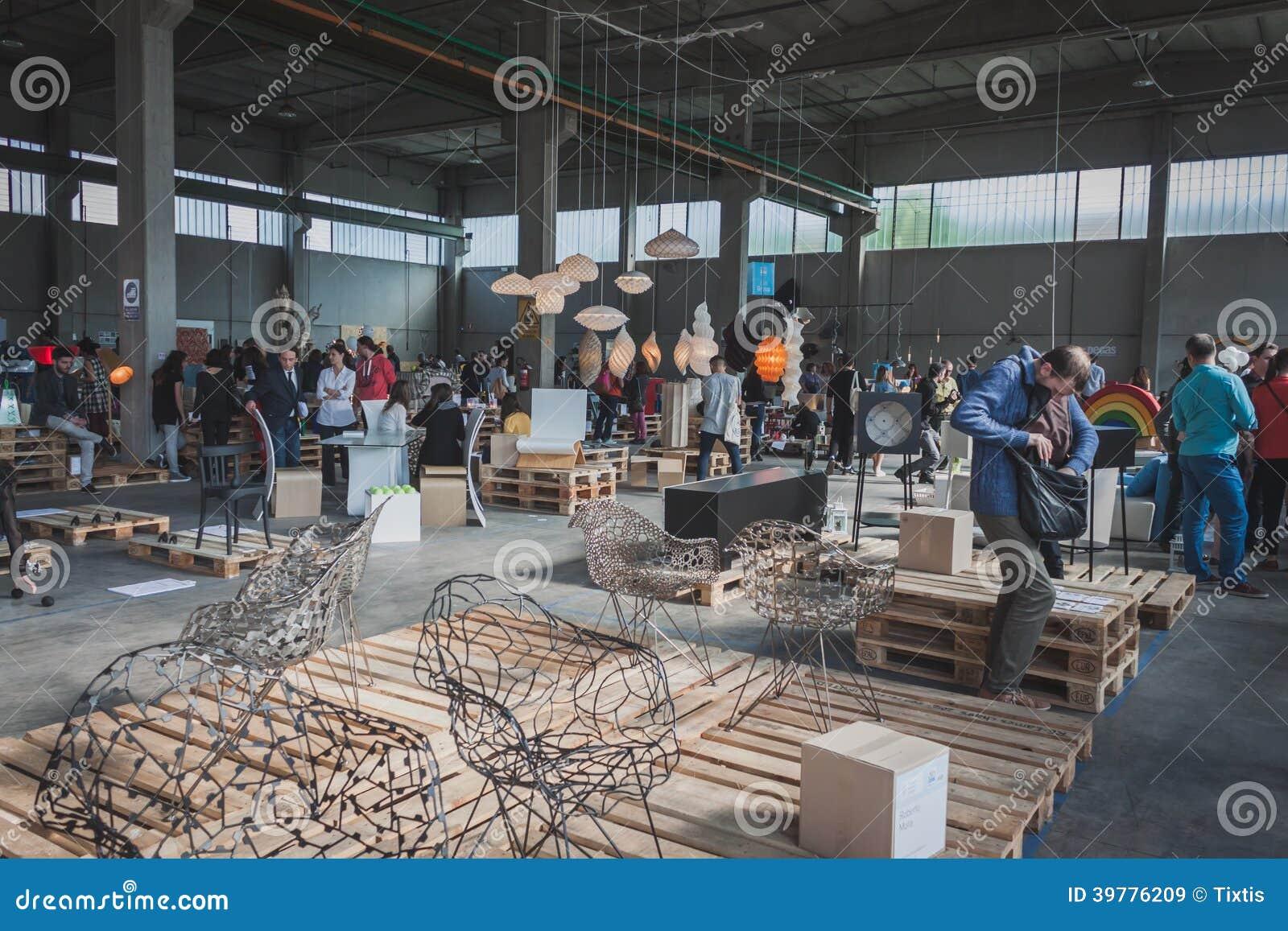 La gente allo spazio di ventura lambrate durante la for Settimana design milano