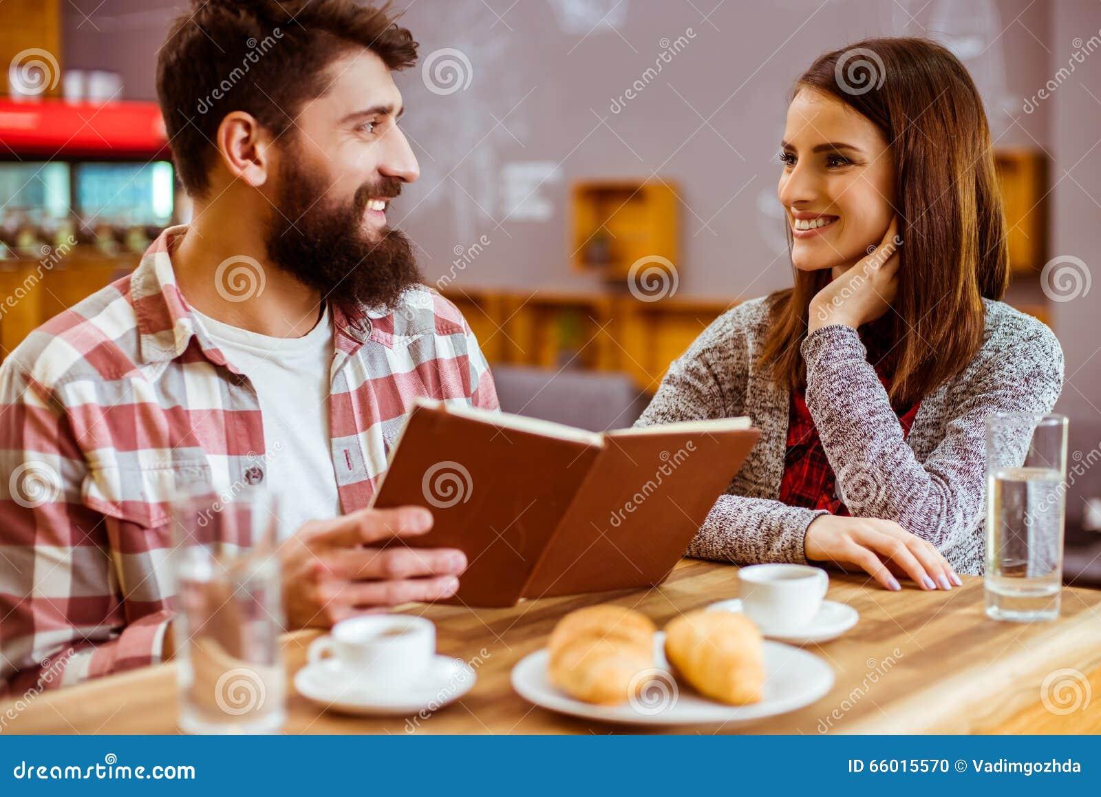 La gente in caffè