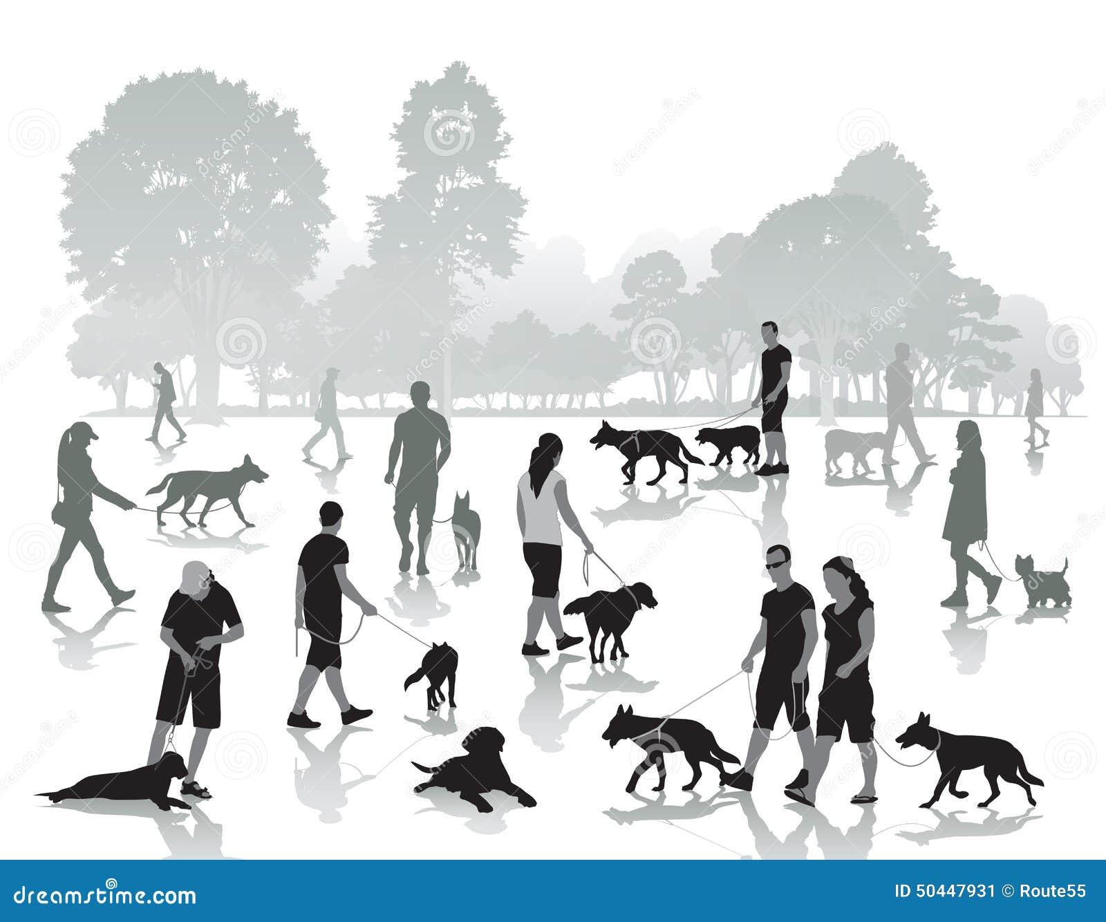 La gente che cammina con i cani