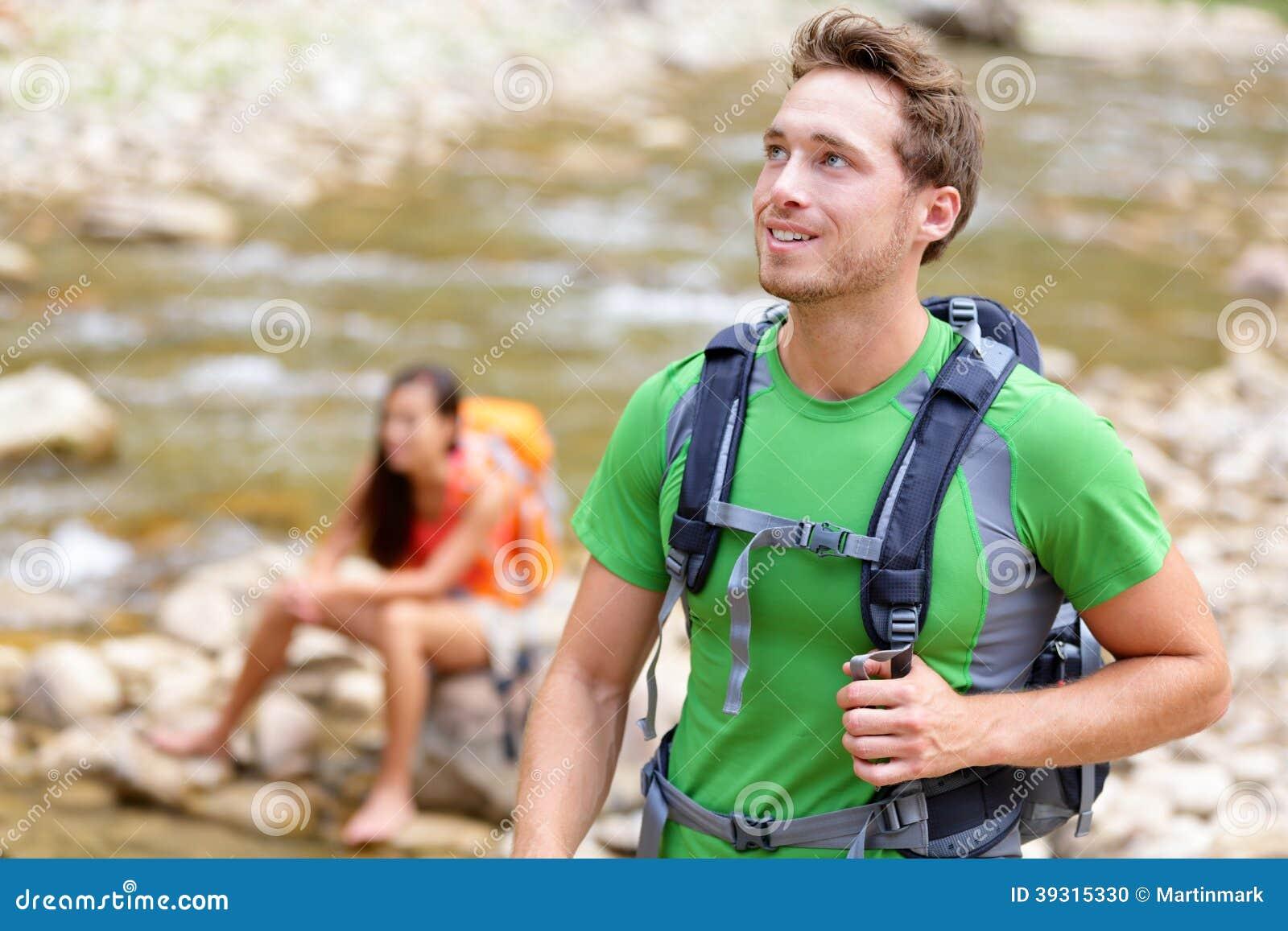 La gente che fa un escursione - equipaggi la viandante che cammina in Zion Park