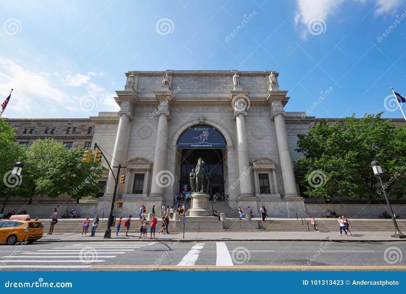 Museo Storia Naturale New York.La Gente Davanti Al Museo Americano Di Storia Naturale A New York
